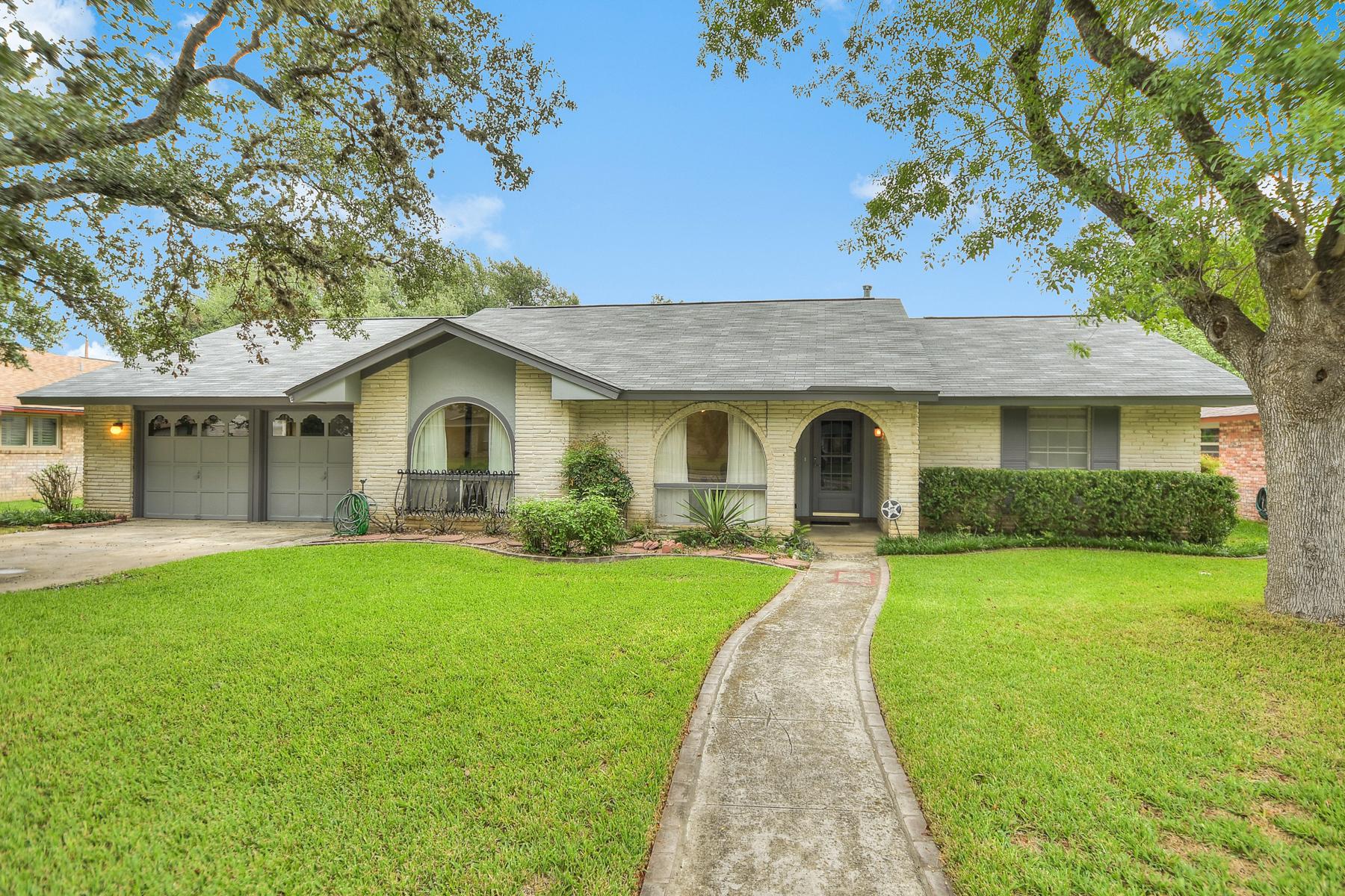 Vivienda unifamiliar por un Venta en Lovely Home in Regency Place 10218 Severn Rd San Antonio, Texas 78217 Estados Unidos