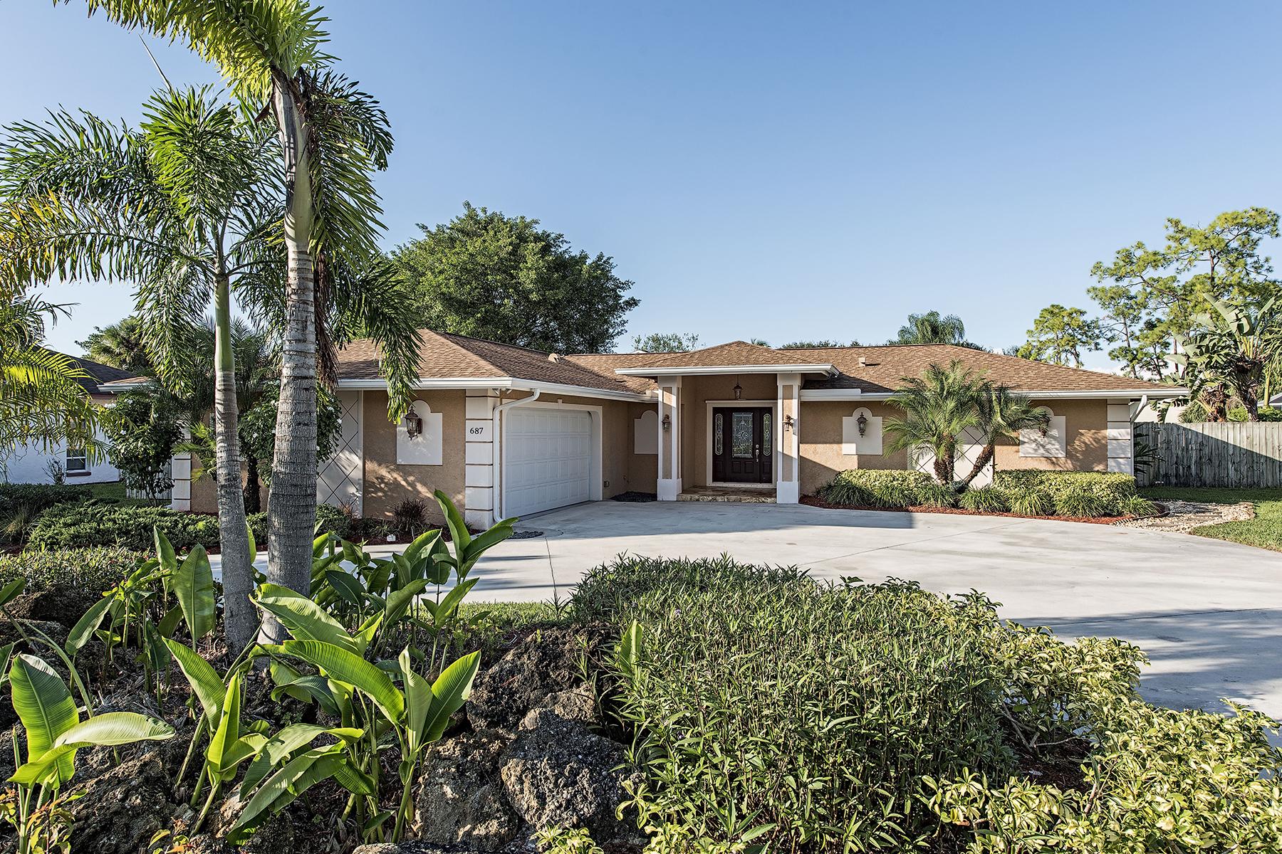 Nhà ở một gia đình vì Bán tại PALM RIVER - PALM RIVER ESTATES 687 Pompano Dr Naples, Florida 34110 Hoa Kỳ