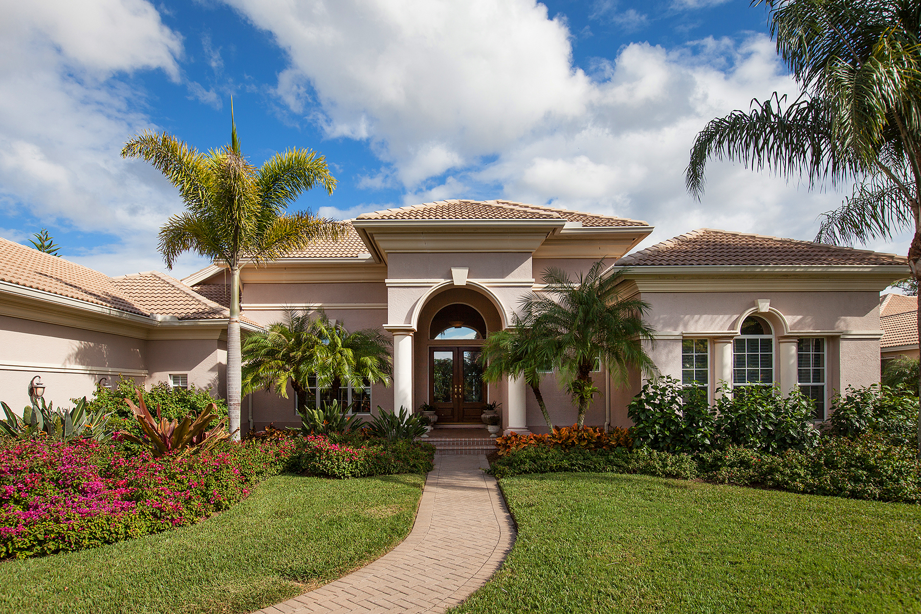 Maison unifamiliale pour l Vente à THE OAKS CLUB SIDE 510 E Macewen Dr Osprey, Florida 34229 États-Unis