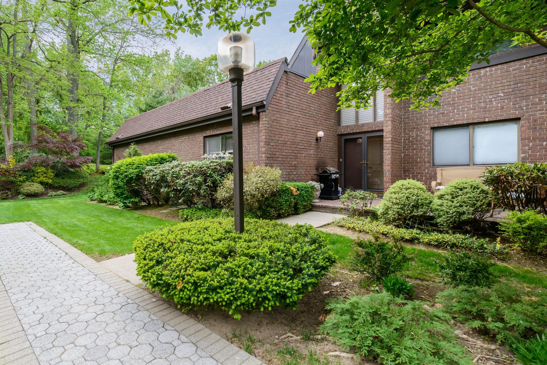 Condomínio para Venda às Condo 20 Fox Ridge Roslyn, Nova York 11576 Estados Unidos