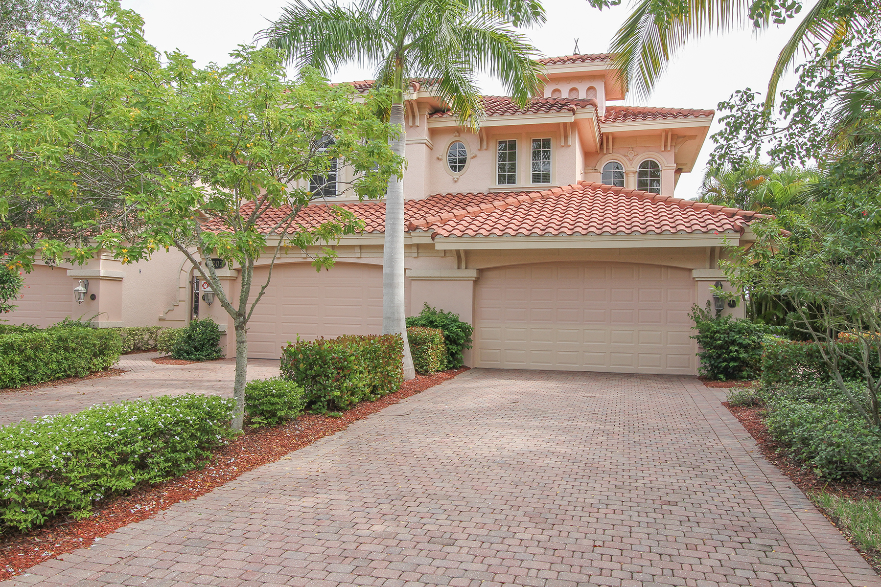 Piso por un Venta en FIDDLER'S CREEK - SERENA 3202 Serenity Ct 202 Naples, Florida, 34114 Estados Unidos