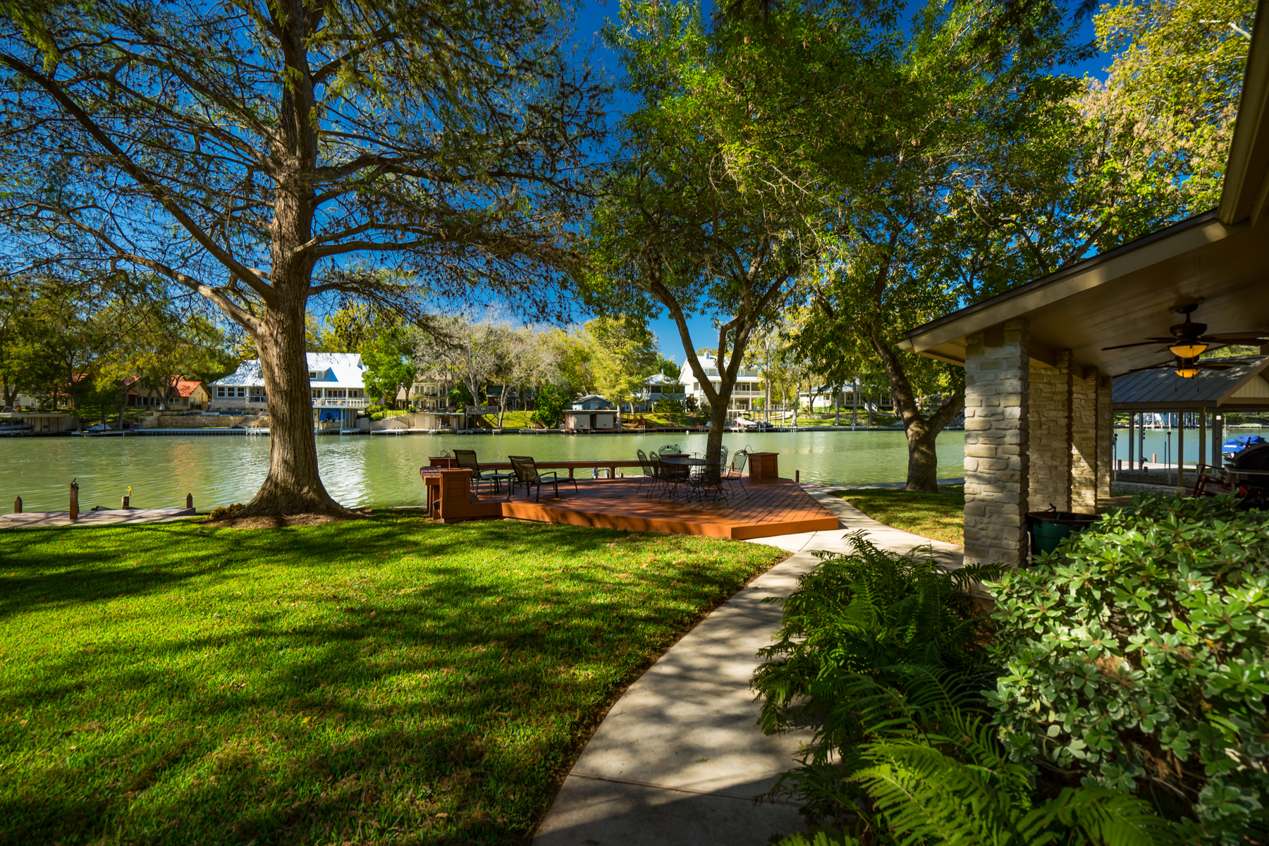 Casa Unifamiliar por un Venta en Gorgeous Waterfront Property on Lake McQueeney 484 Laguna Vista Seguin, Texas 78155 Estados Unidos