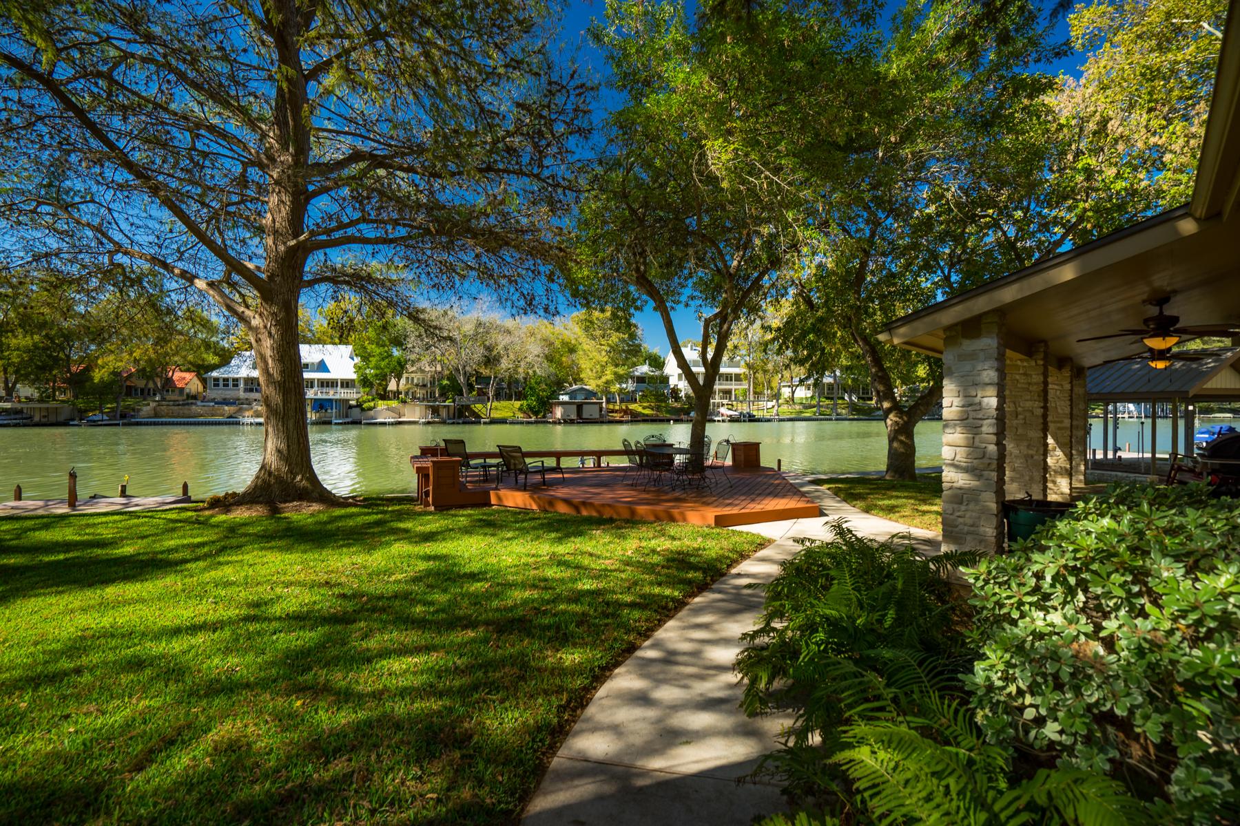 Vivienda unifamiliar por un Venta en Gorgeous Waterfront Property on Lake McQueeney 484 Laguna Vista Seguin, Texas 78155 Estados Unidos