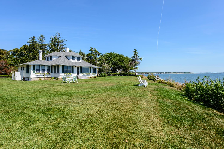 獨棟家庭住宅 為 出售 在 Colonial 6242 Great Peconic Ba Blvd Laurel, 紐約州, 11948 美國