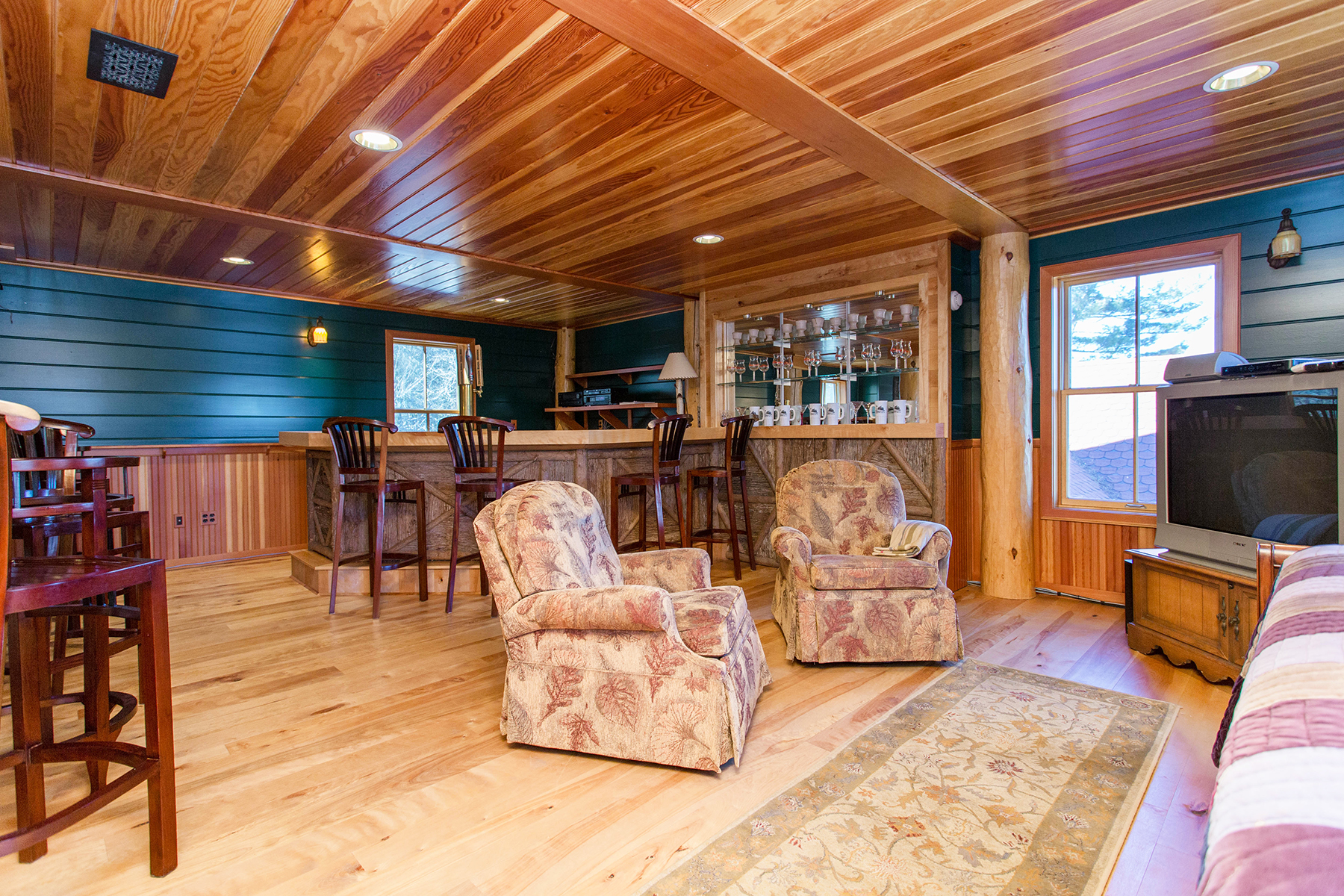Additional photo for property listing at Skye Notch 490  Loch Muller Rd Schroon Lake, New York 12870 États-Unis