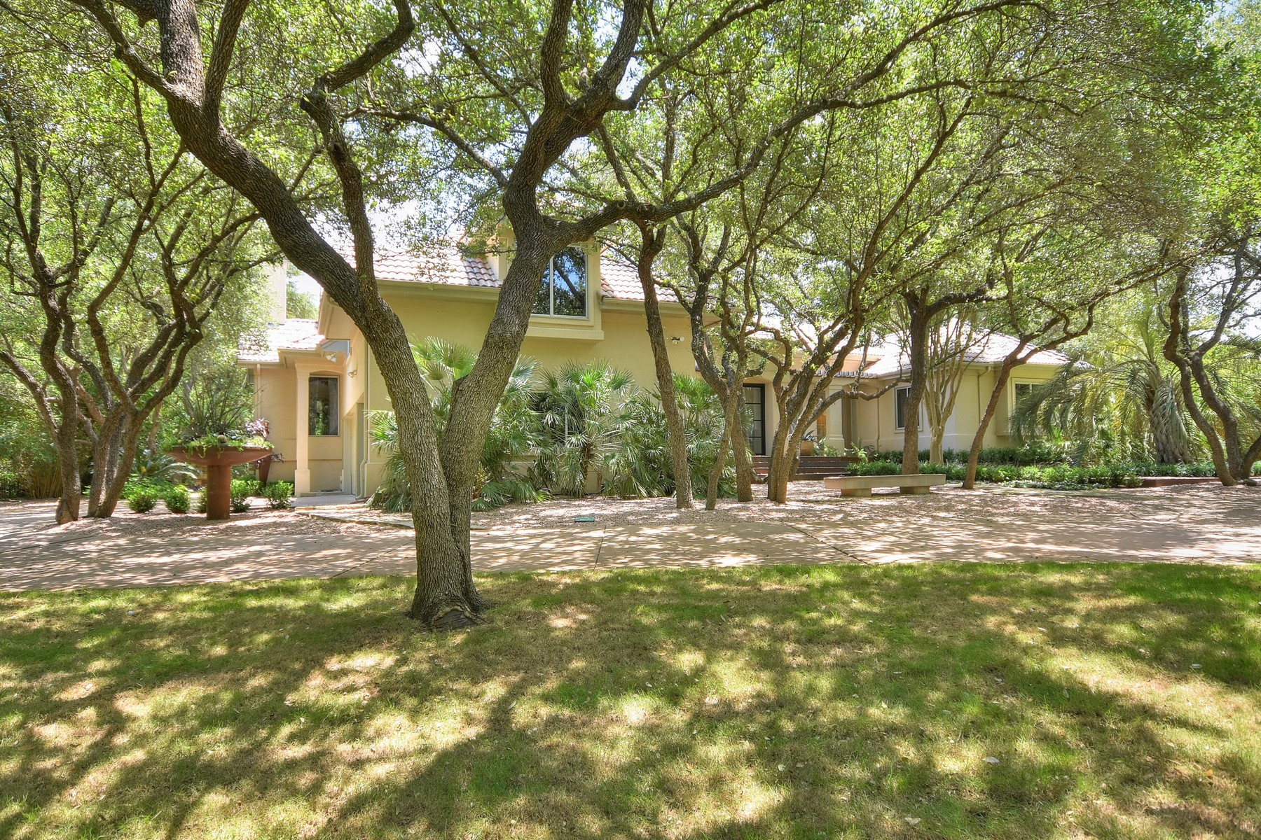 Additional photo for property listing at Fantastic Opportunity in Austin West  Westlake 7717 Sandia Loop Austin, Texas 78735 Estados Unidos