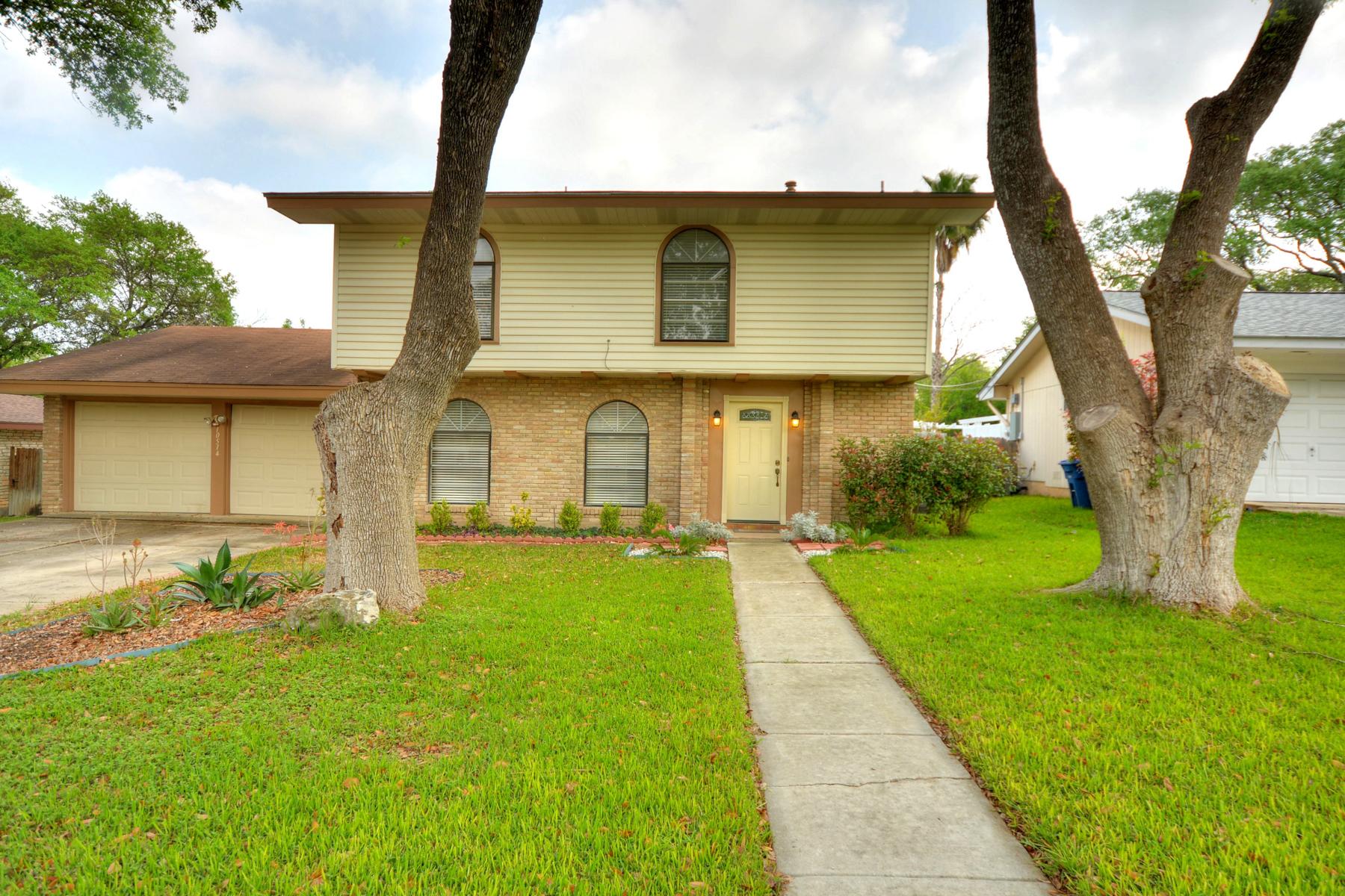 独户住宅 为 销售 在 Beautiful Remodeled Home in The Summit 10514 Millspring Dr 圣安东尼奥, 得克萨斯州, 78230 美国