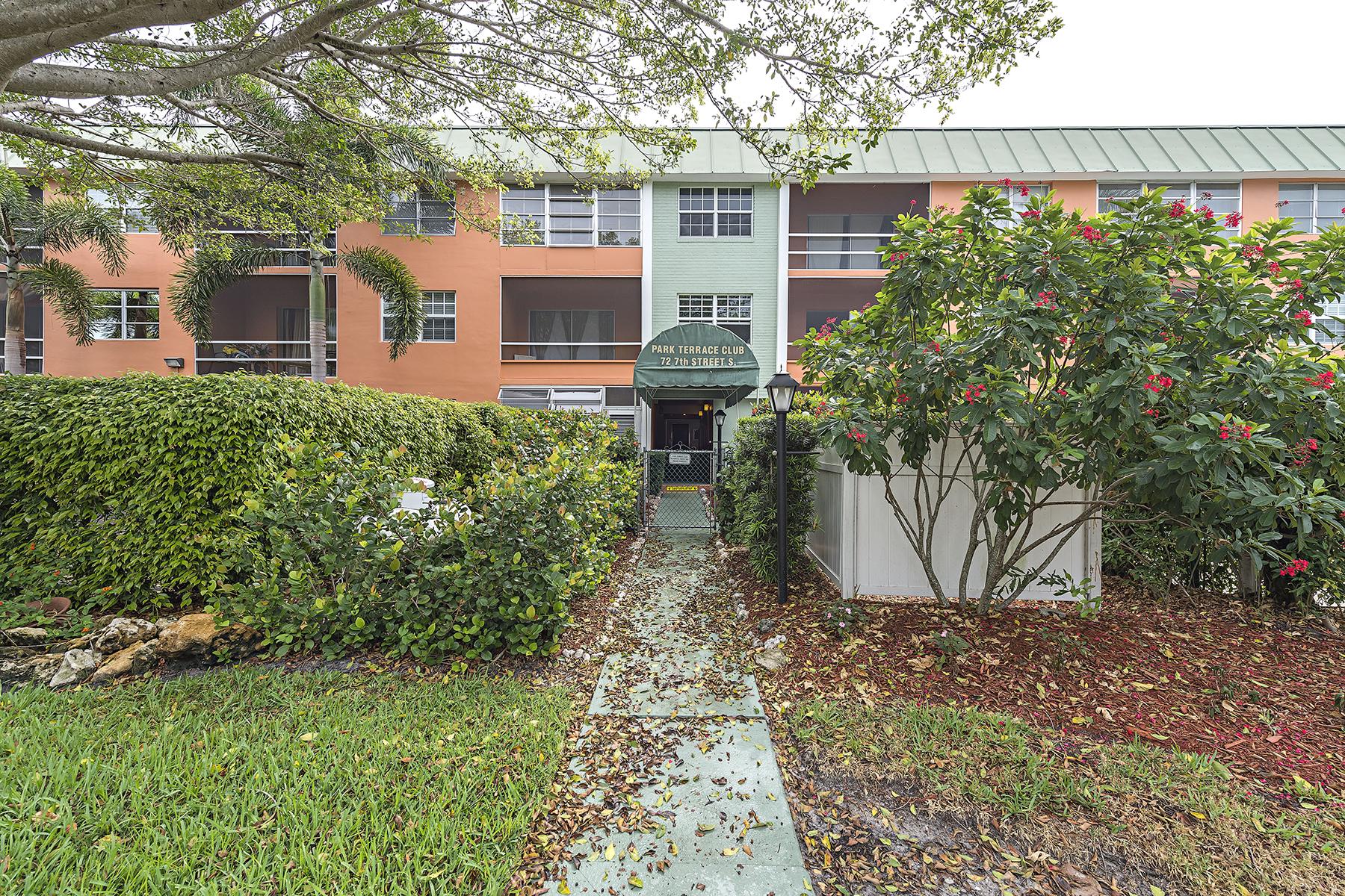 共管式独立产权公寓 为 销售 在 OLDE NAPLES - PARK TERRACE 72 7th St S 202 Naples, 佛罗里达州 34102 美国