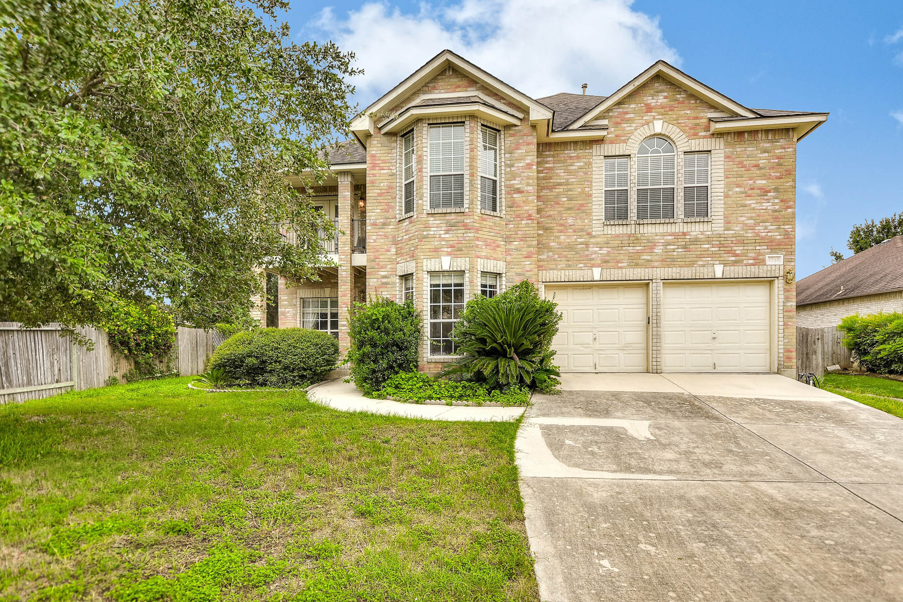 Single Family Home for Sale at Spacious Home in Oak Run 1759 Oak Glen New Braunfels, Texas 78132 United States