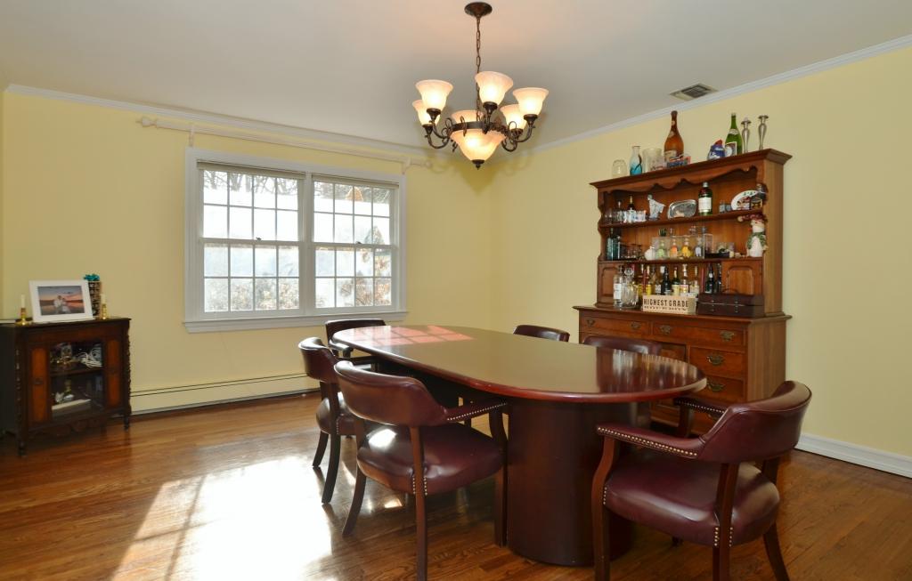 Tek Ailelik Ev için Satış at Colonial 4 Charlemagne Rd Huntington Bay, New York, 11743 Amerika Birleşik Devletleri