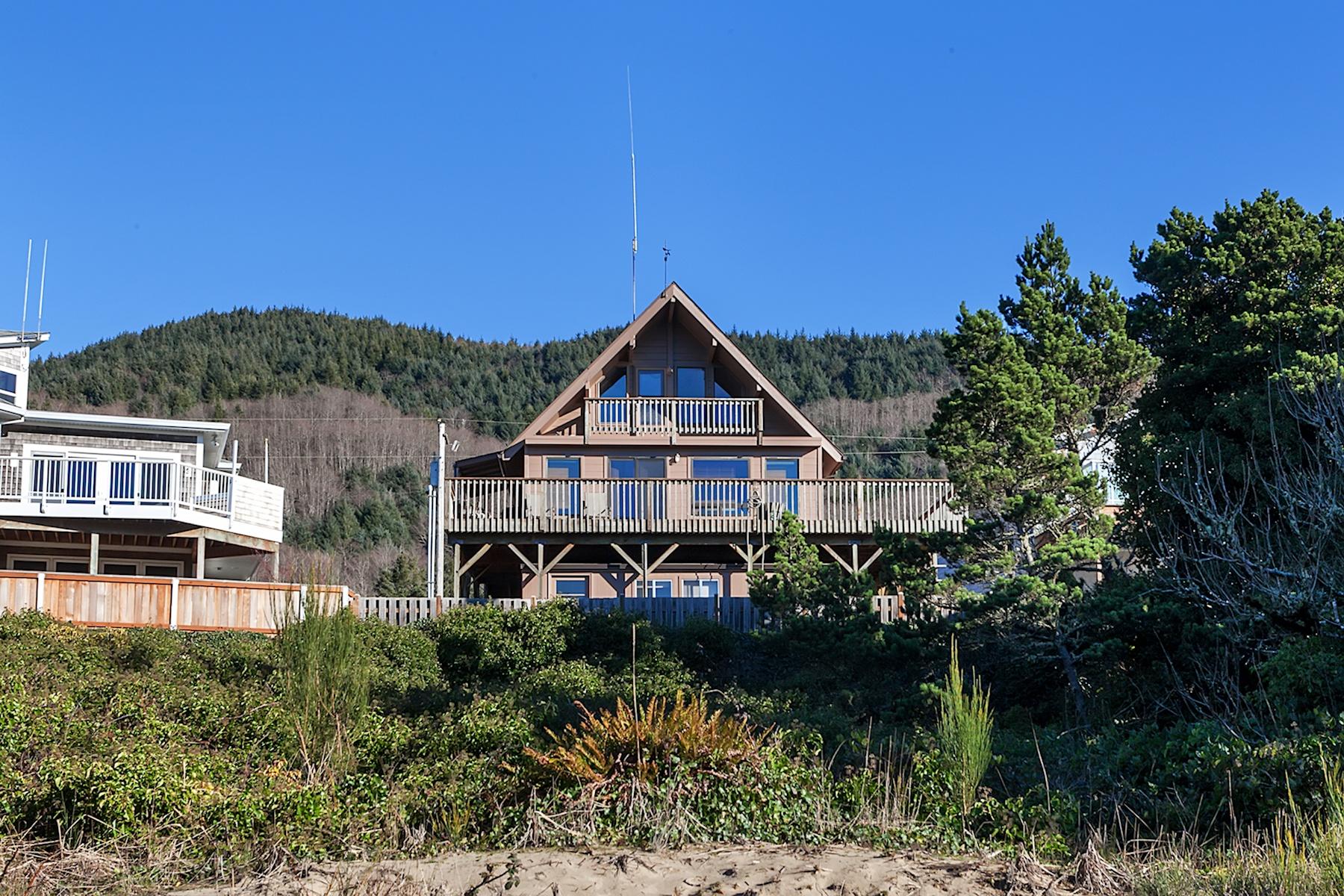 Nhà ở một gia đình vì Bán tại 15670 OCEANVIEW AVE, ROCKAWAY BEACH Rockaway Beach, Oregon, 97136 Hoa Kỳ