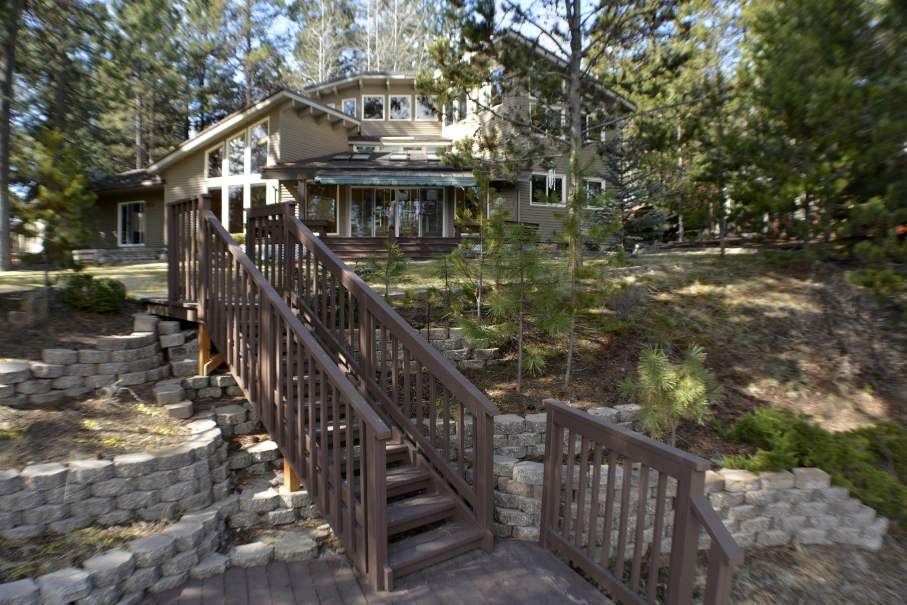 独户住宅 为 销售 在 Beautiful Riverfront Property 56222 Solar Dr 本德, 俄勒冈州, 97707 美国