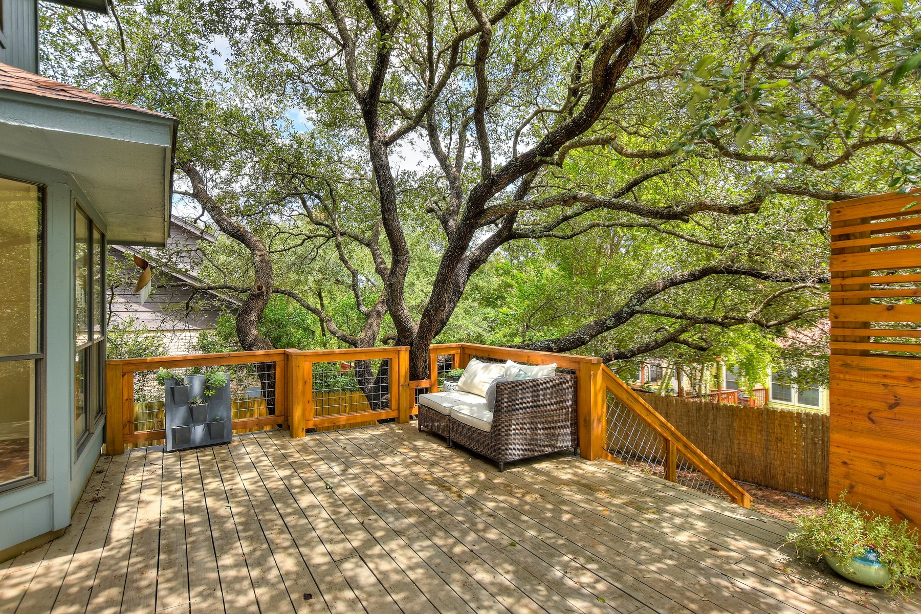 Additional photo for property listing at Opportunity at the edge of Great Hills 11105 Sierra Montana Austin, Texas 78759 Estados Unidos