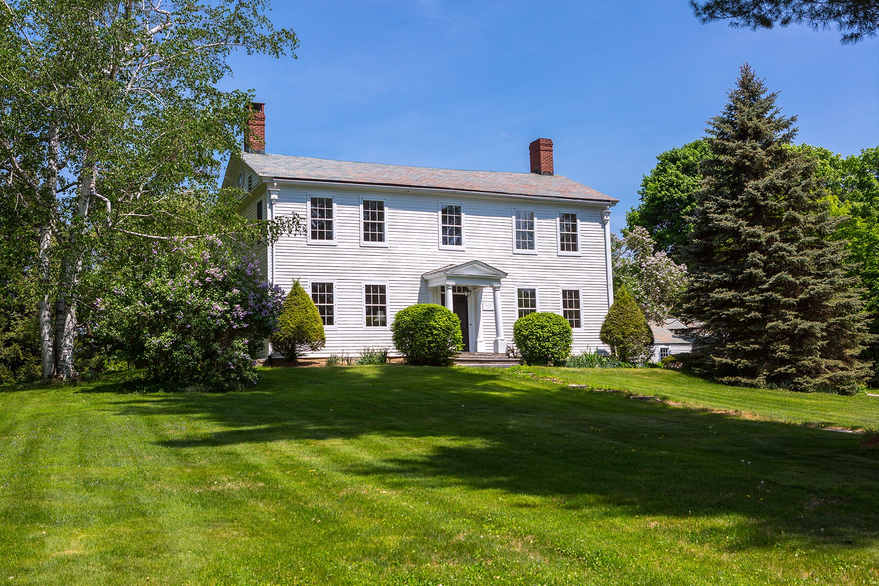 Casa Unifamiliar por un Venta en Historic Treasure 11 West Rd Bennington, Vermont, 05201 Estados Unidos