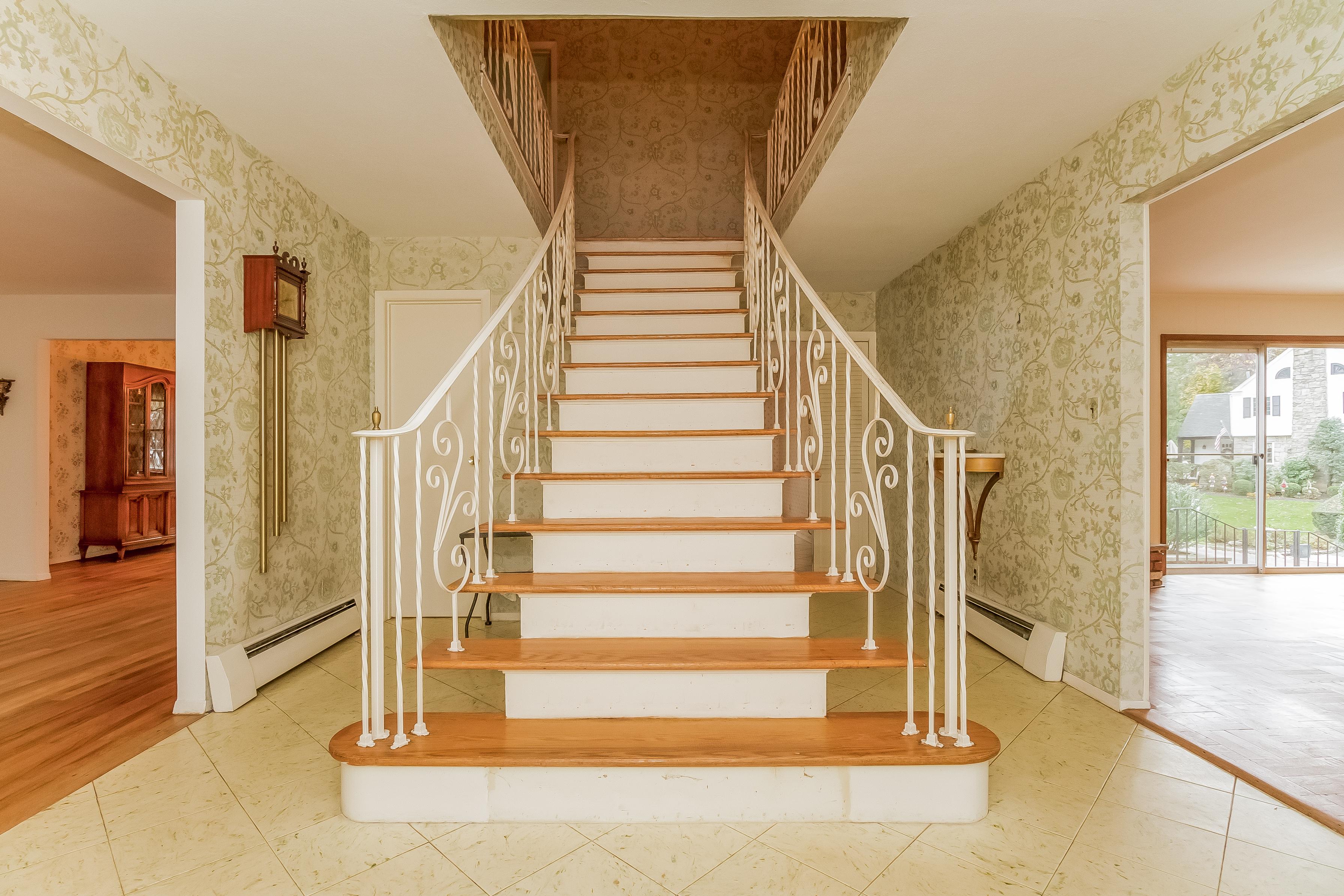 独户住宅 为 销售 在 Colonial 36 Deepdale Dr 曼哈塞特, 纽约州 11030 美国