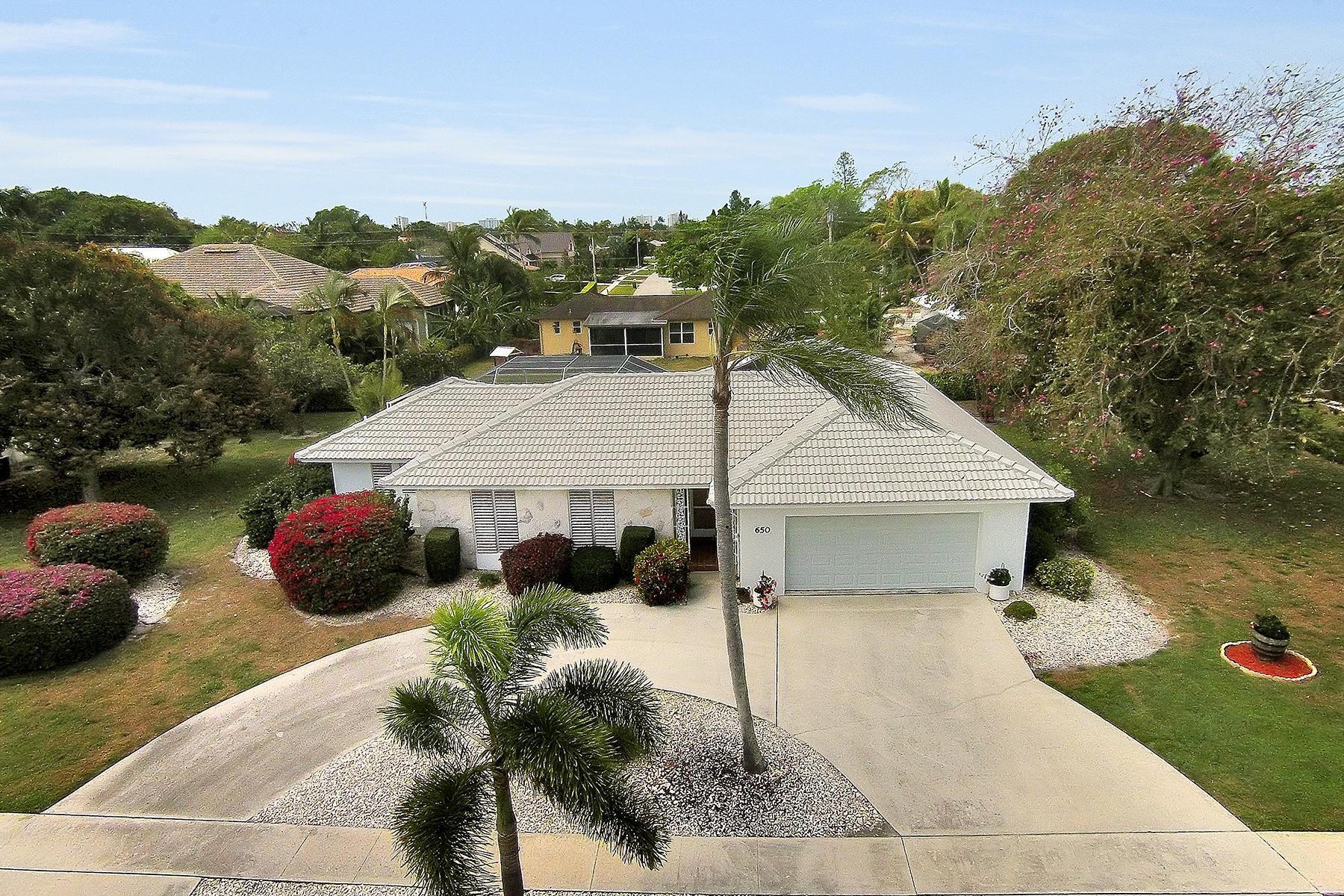 Частный односемейный дом для того Продажа на MARCO ISLAND - BARFIELD DRIVE 650 N Barfield Dr Marco Island, Флорида, 34145 Соединенные Штаты