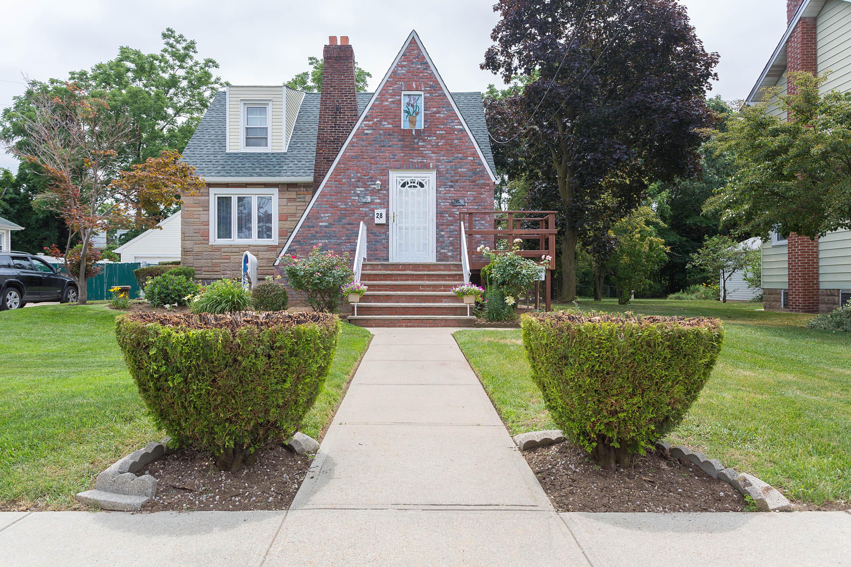 Einfamilienhaus für Verkauf beim Cape 28 Gold St Valley Stream, New York, 11580 Vereinigte Staaten