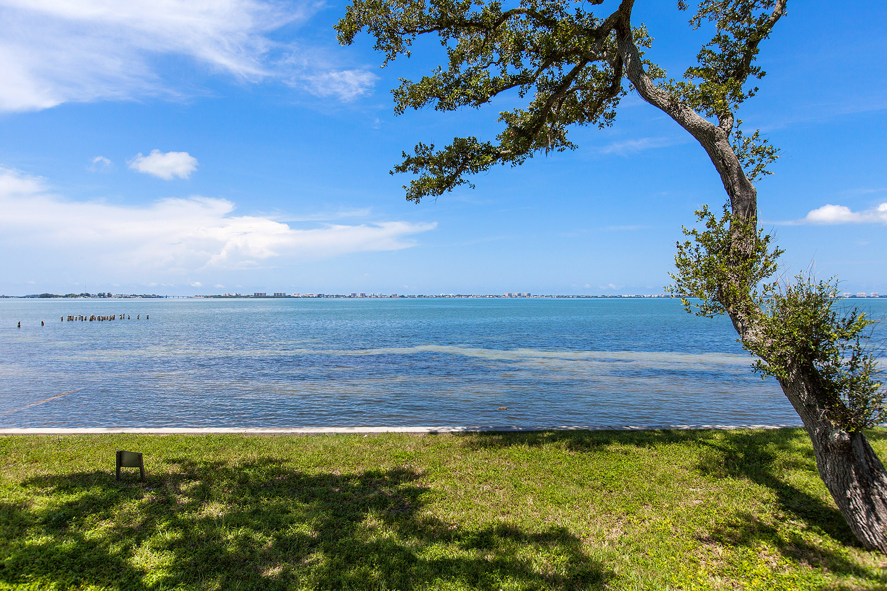 Terreno por un Venta en SARASOTA BAY PARK 840 Indian Beach Dr 0 Sarasota, Florida 34234 Estados Unidos
