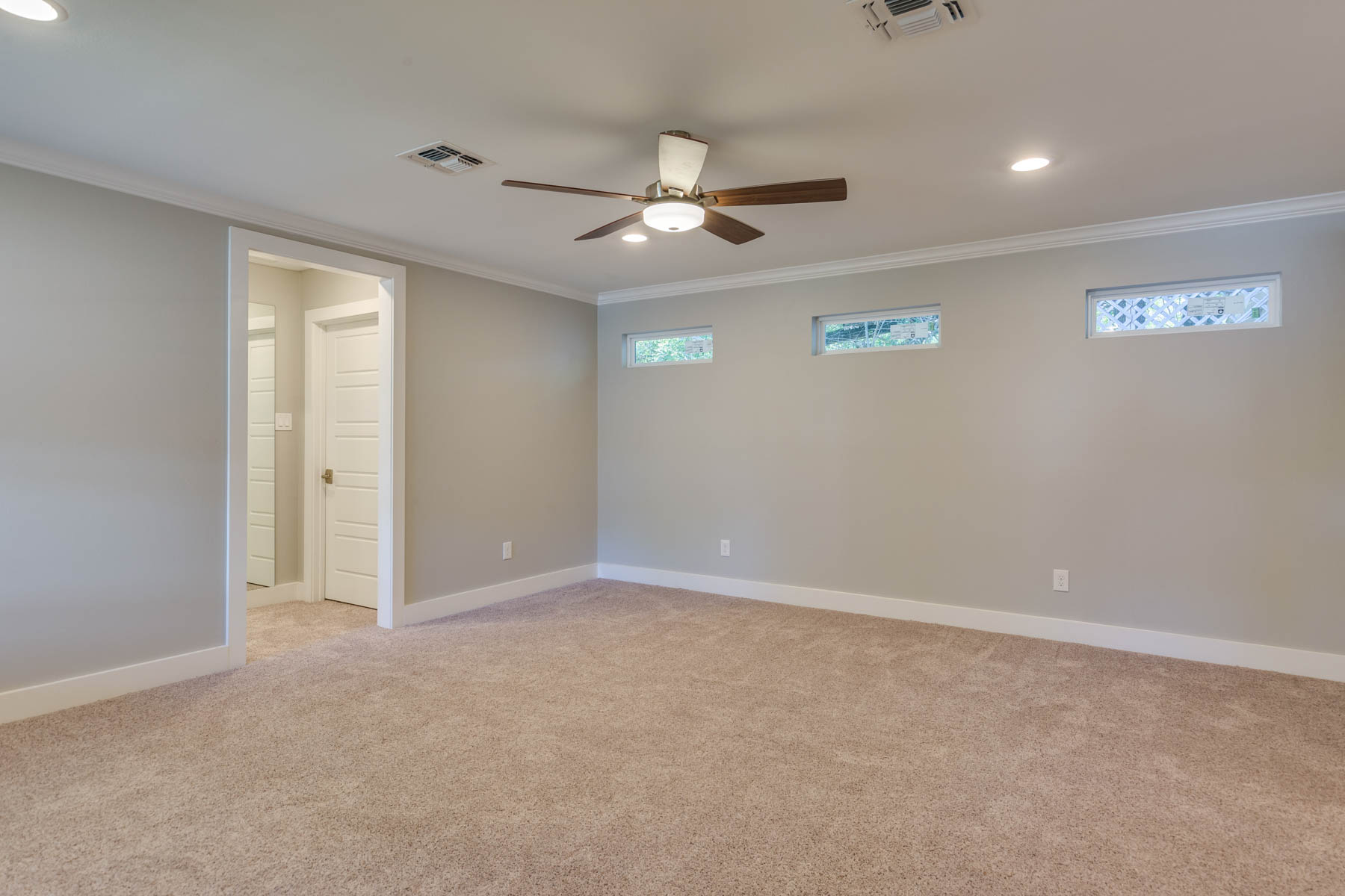 Additional photo for property listing at Stunning Home in AHISD 1922 Flamingo Dr San Antonio, Texas 78209 Estados Unidos