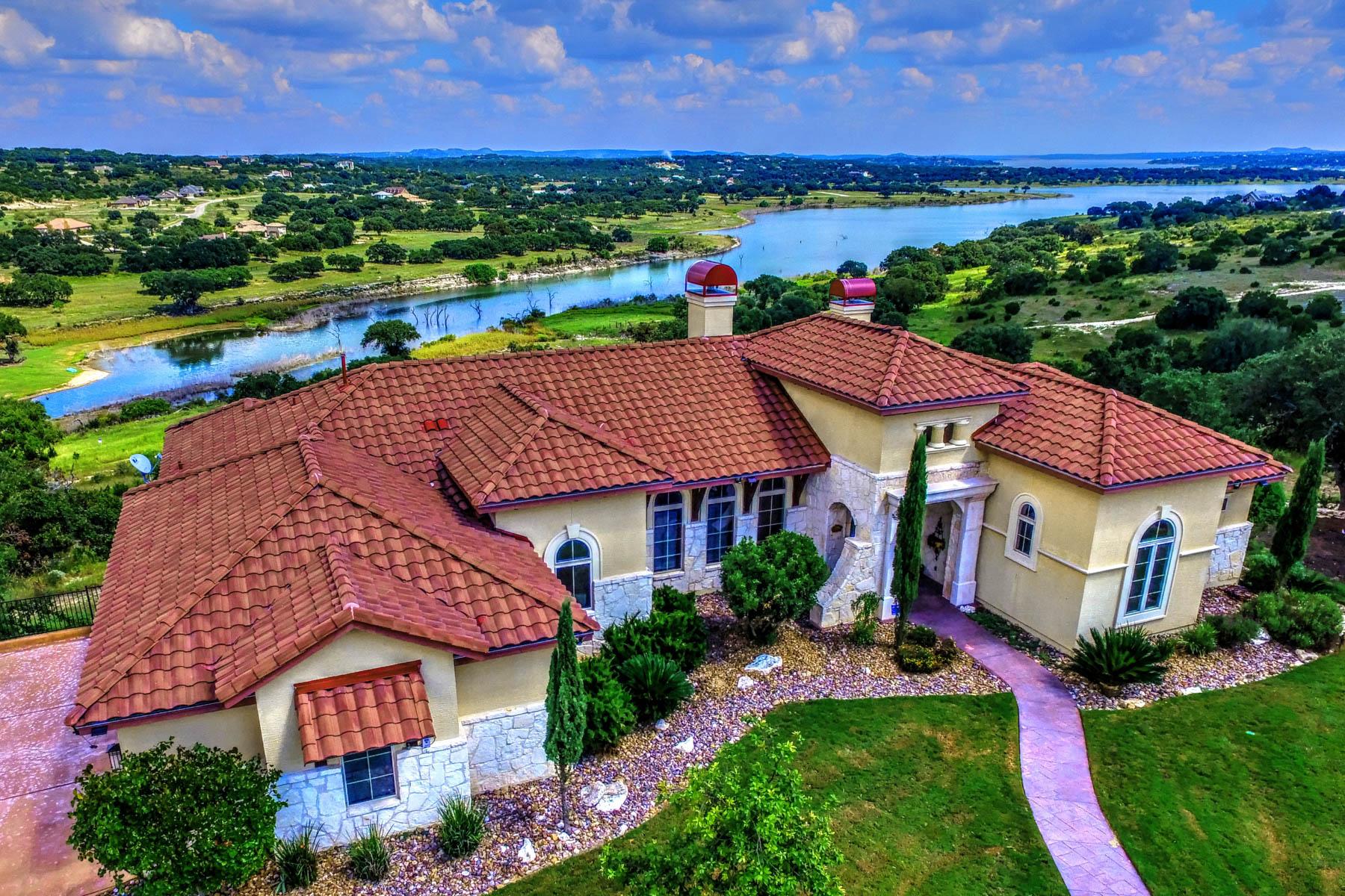 Casa Unifamiliar por un Venta en Lake Front Cutom Home in Mystic Shores 552 River Hawk Spring Branch, Texas 78070 Estados Unidos