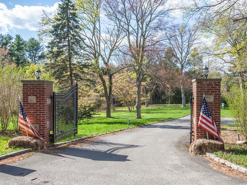 토지 용 매매 에 Land 573 Remsens Ln Upper Brookville, 뉴욕 11771 미국