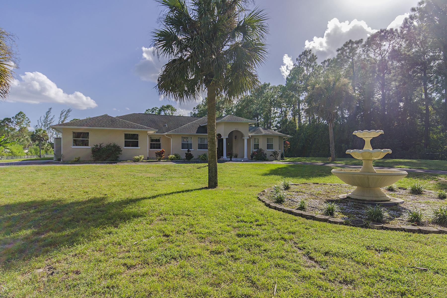 Maison unifamiliale pour l Vente à GOLDEN GATE ESTATES 2020 Jung Blvd E Naples, Florida 34120 États-Unis