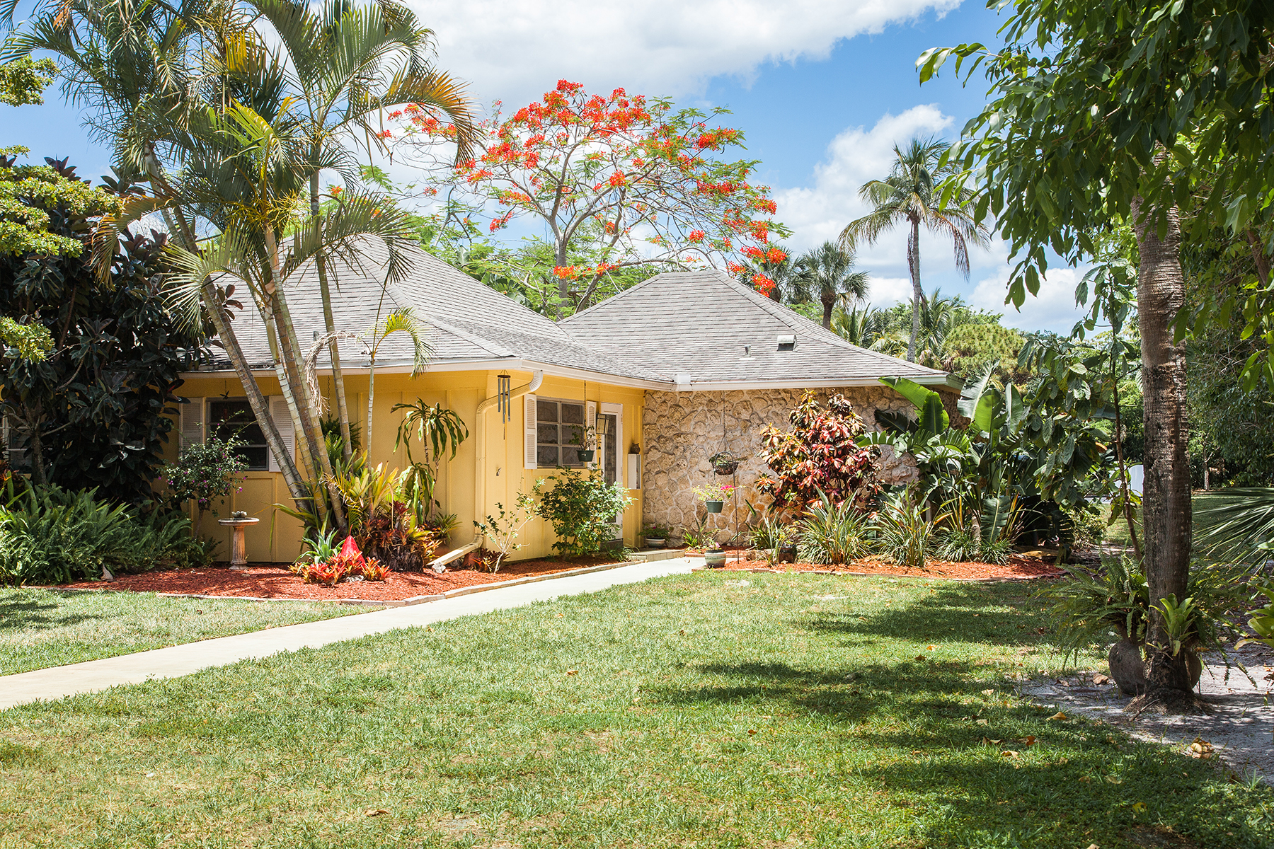 Condominio por un Venta en Solana Oaks 1201 Solana Rd 1 Naples, Florida, 34103 Estados Unidos