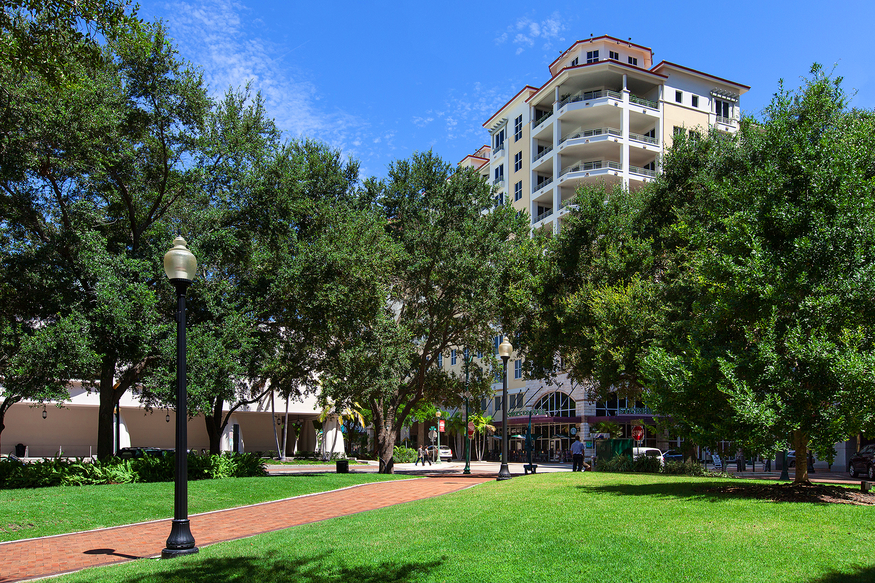 Nhà chung cư vì Bán tại ONE HUNDRED CENTRAL 100 Central Ave H816 Sarasota, Florida 34236 Hoa Kỳ
