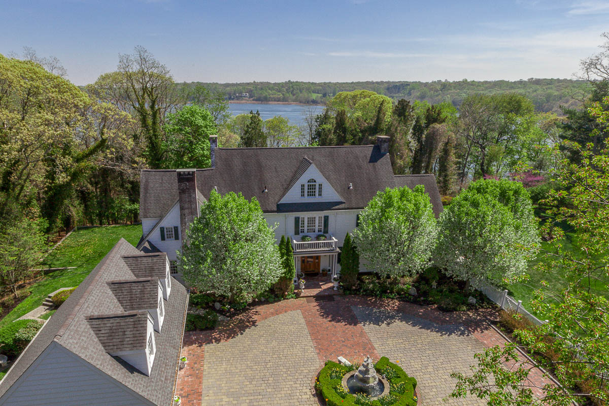 Single Family Home for Sale at Waterfront Compound 468 River Rd Nissequogue, New York, 11780 United States