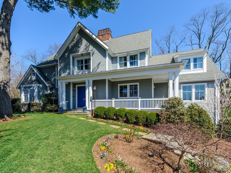Single Family Home for Sale at Colonial 30 Old Schoolhouse Ln Roslyn, New York, 11576 United States