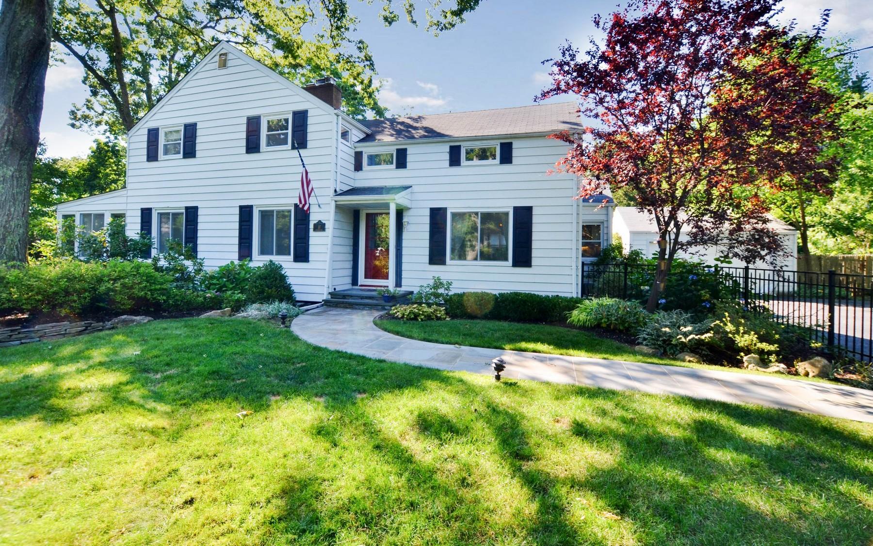 獨棟家庭住宅 為 出售 在 Colonial 37 Hildreth Ave Huntington, 紐約州, 11743 美國