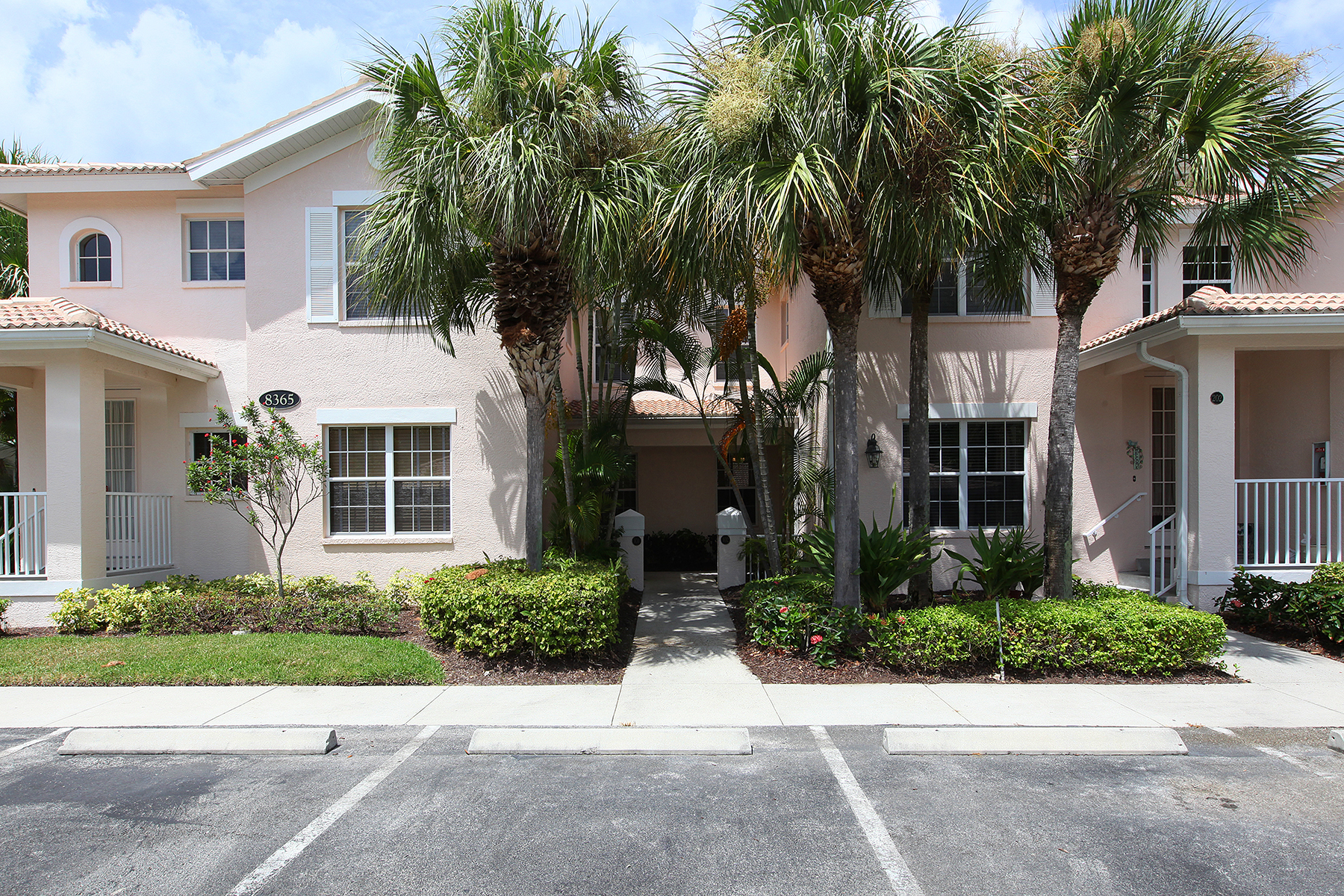Condominio por un Venta en FIDDLER'S CREEK - WHISPER TRACE 8365 Whisper Trace Way 102 Naples, Florida 34114 Estados Unidos