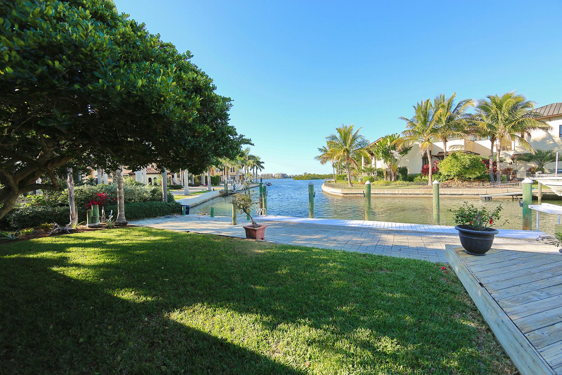 Частный односемейный дом для того Продажа на AQUALANE ESTATES 1501 Ridgewood Ln Sarasota, Флорида 34231 Соединенные Штаты