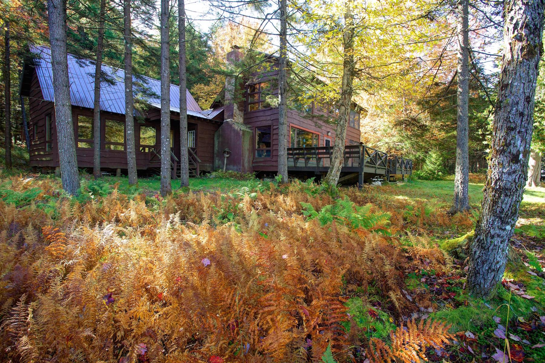 独户住宅 为 销售 在 Exclusive Adirondack Family Camp 505 Judson Road 雄鹰海湾, 纽约州 13331 美国