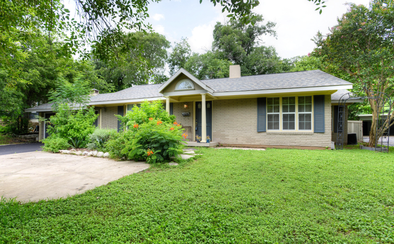 Single Family Home for Sale at Great Terrell Heights Home in AHISD 433 Rittiman Rd Terrell Heights, San Antonio, Texas 78209 United States
