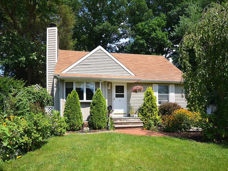 Casa para uma família para Venda às Exp Cape 40 Poplar Pl Glen Cove, Nova York 11542 Estados Unidos