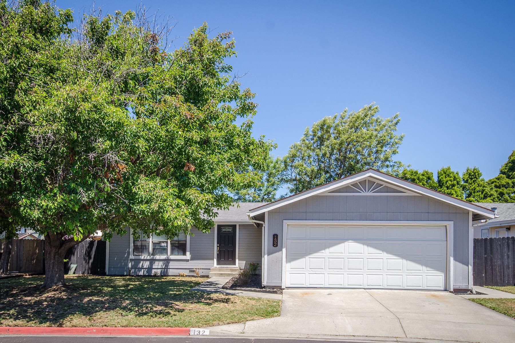 Частный односемейный дом для того Продажа на 132 Creekside Cir, American Canyon, CA 94503 132 Creekside Cir American Canyon, Калифорния, 94503 Соединенные Штаты