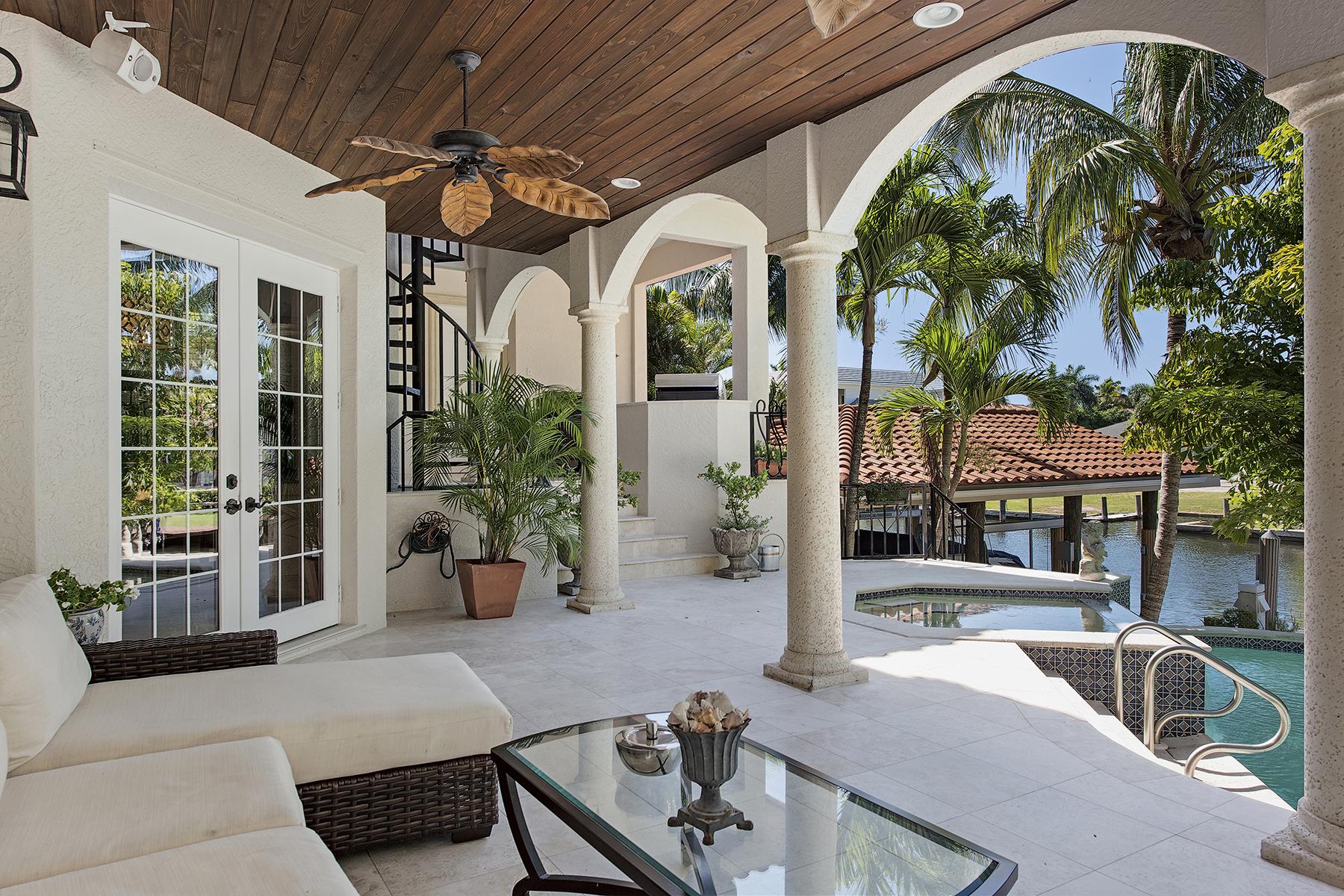 Villa per Vendita alle ore AQUALANE SHORES 656 16th Ave S Aqualane Shores, Naples, Florida 34102 Stati Uniti