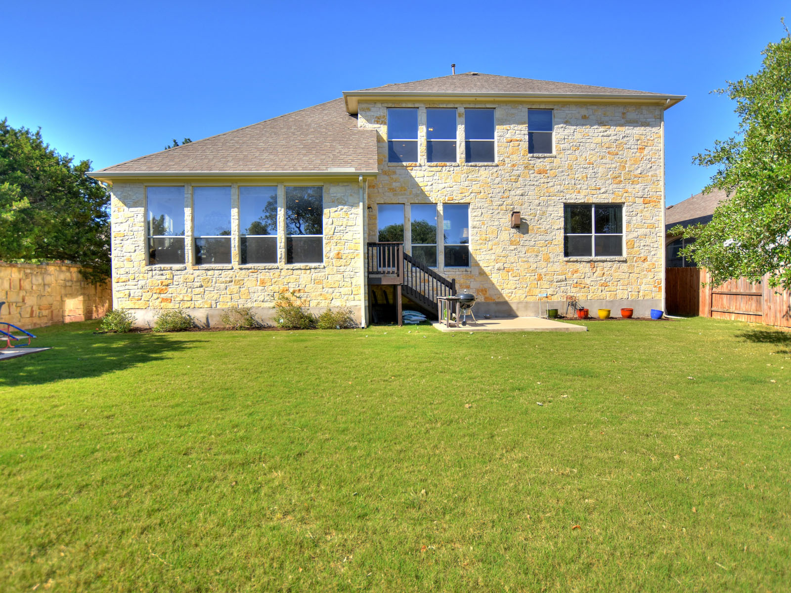 Additional photo for property listing at Greenbelt Views 211 Torrington Dr Austin, Texas 78737 United States