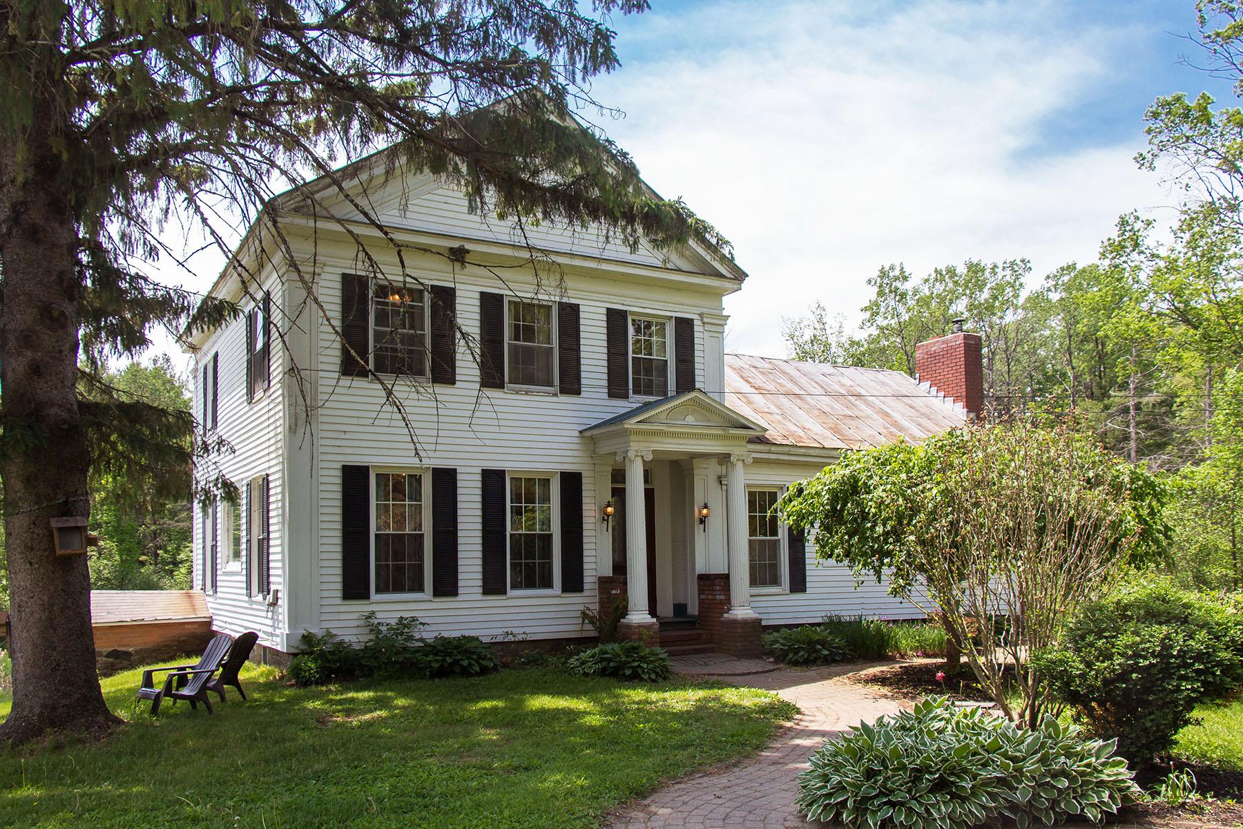 Nhà ở một gia đình vì Bán tại Saratoga Farmhouse 70 Daketown Rd Greenfield Center, New York, 12833 Hoa Kỳ