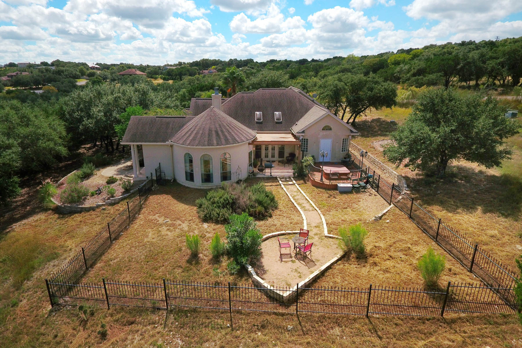 Additional photo for property listing at Lake Views in Oak Shores Estates 195 Scarlet Ct Canyon Lake, Texas 78133 United States