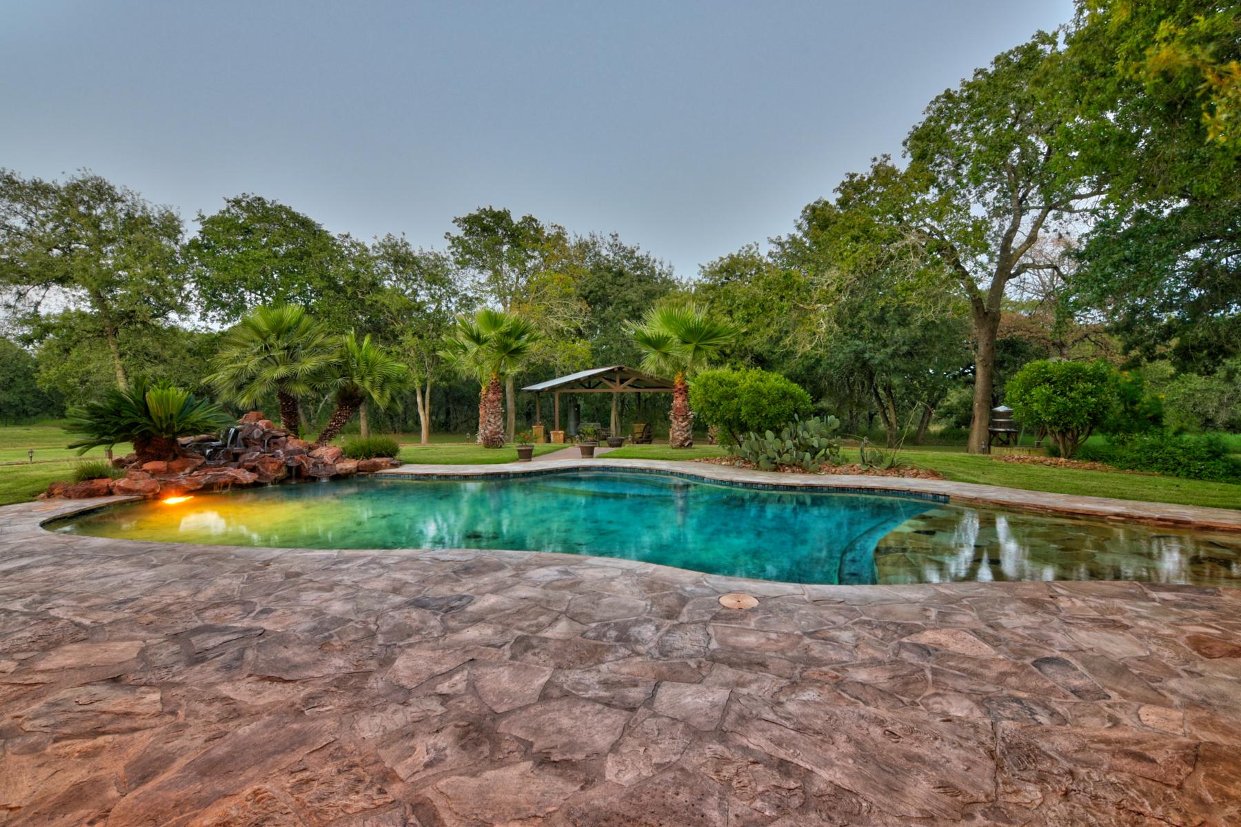 Additional photo for property listing at Breathtaking La Vernia Gem 7489 FM 775 La Vernia, Texas 78121 Estados Unidos