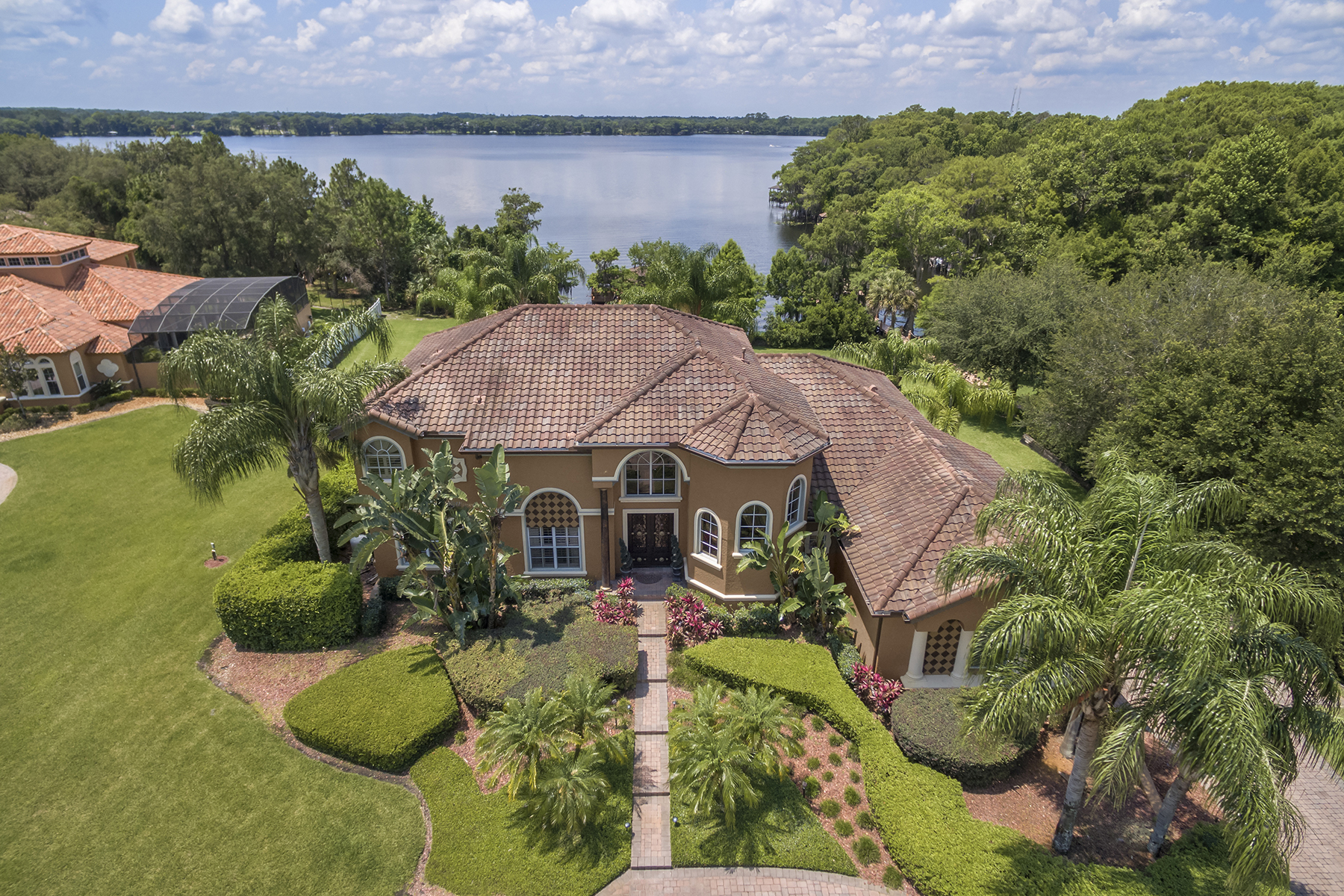 Single Family Home for Sale at Chuluota, Florida 917 Mills Estate Pl Chuluota, Florida, 32766 United States