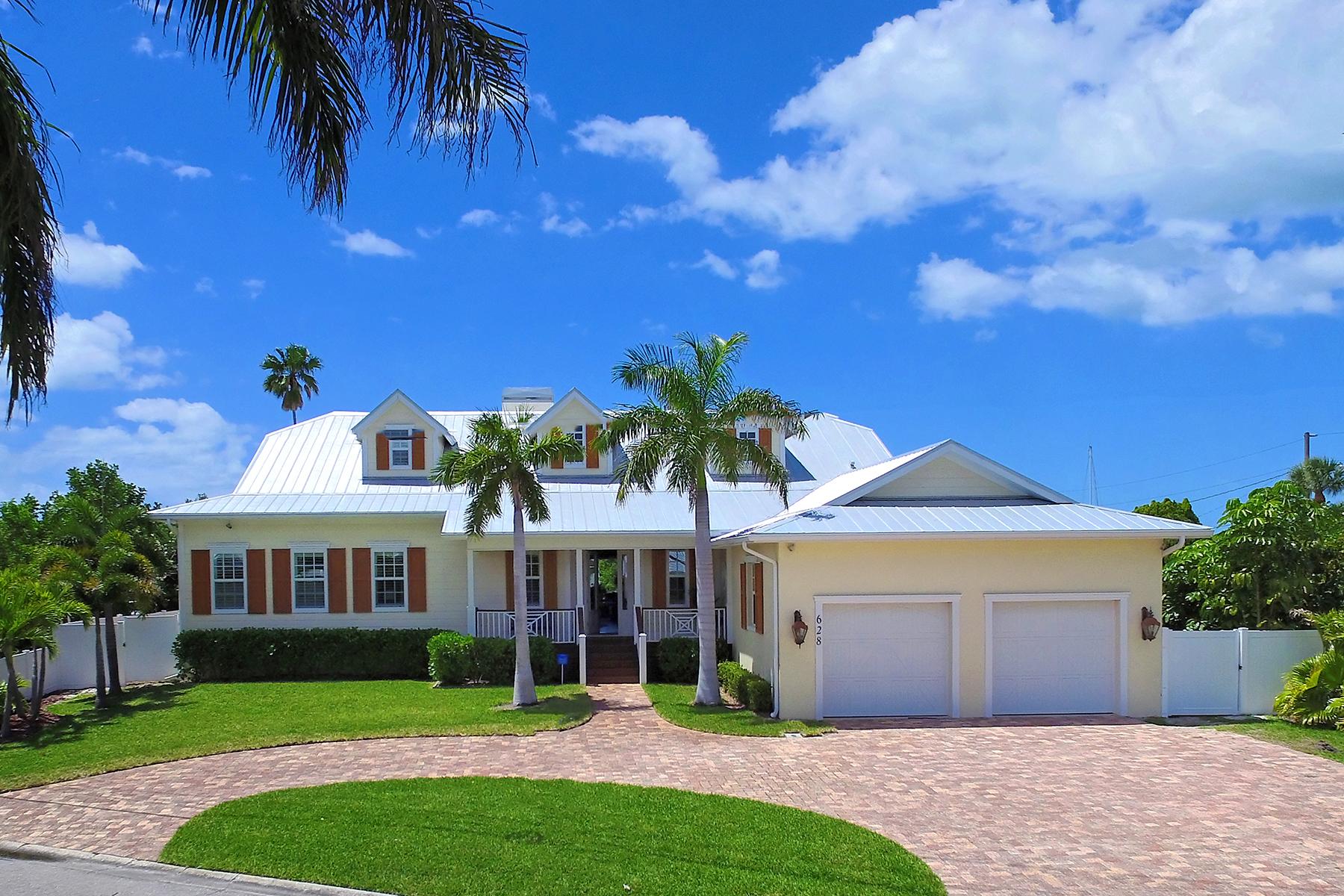Maison unifamiliale pour l Vente à HOLMES BEACH 628 Key Royale Dr Holmes Beach, Florida, 34217 États-Unis