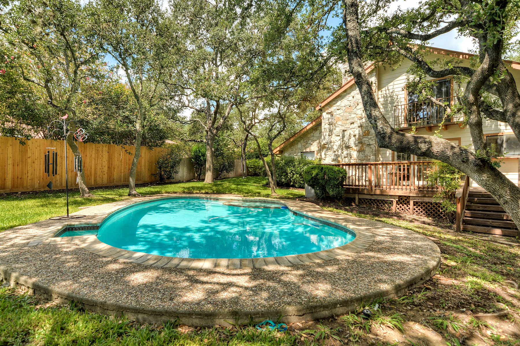 Additional photo for property listing at Gem in the heart of Prime Hunters Creek 13011 Hunters Ledge San Antonio, Texas 78230 United States