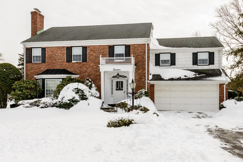 Nhà ở một gia đình vì Bán tại Colonial Garden City, New York 11530 Hoa Kỳ