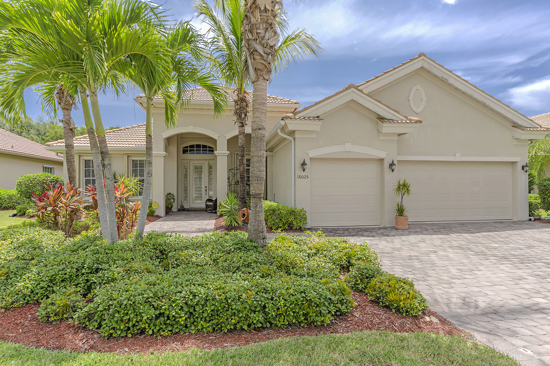 Single Family Home for Sale at 16025 Delarosa Ln , Naples, FL 34110 16025 Delarosa Ln Naples, Florida 34110 United States
