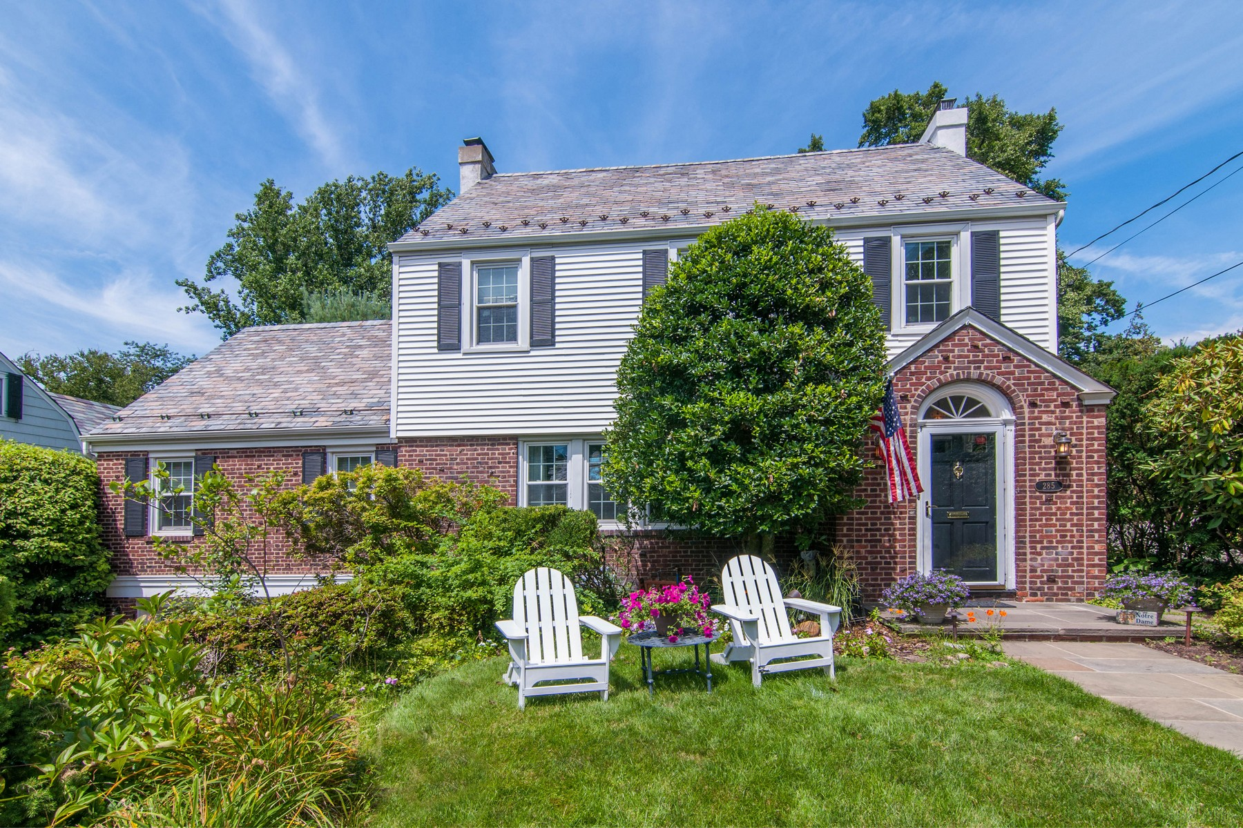 Maison unifamiliale pour l Vente à Colonial 285 Ryder Rd Manhasset, New York, 11030 États-Unis