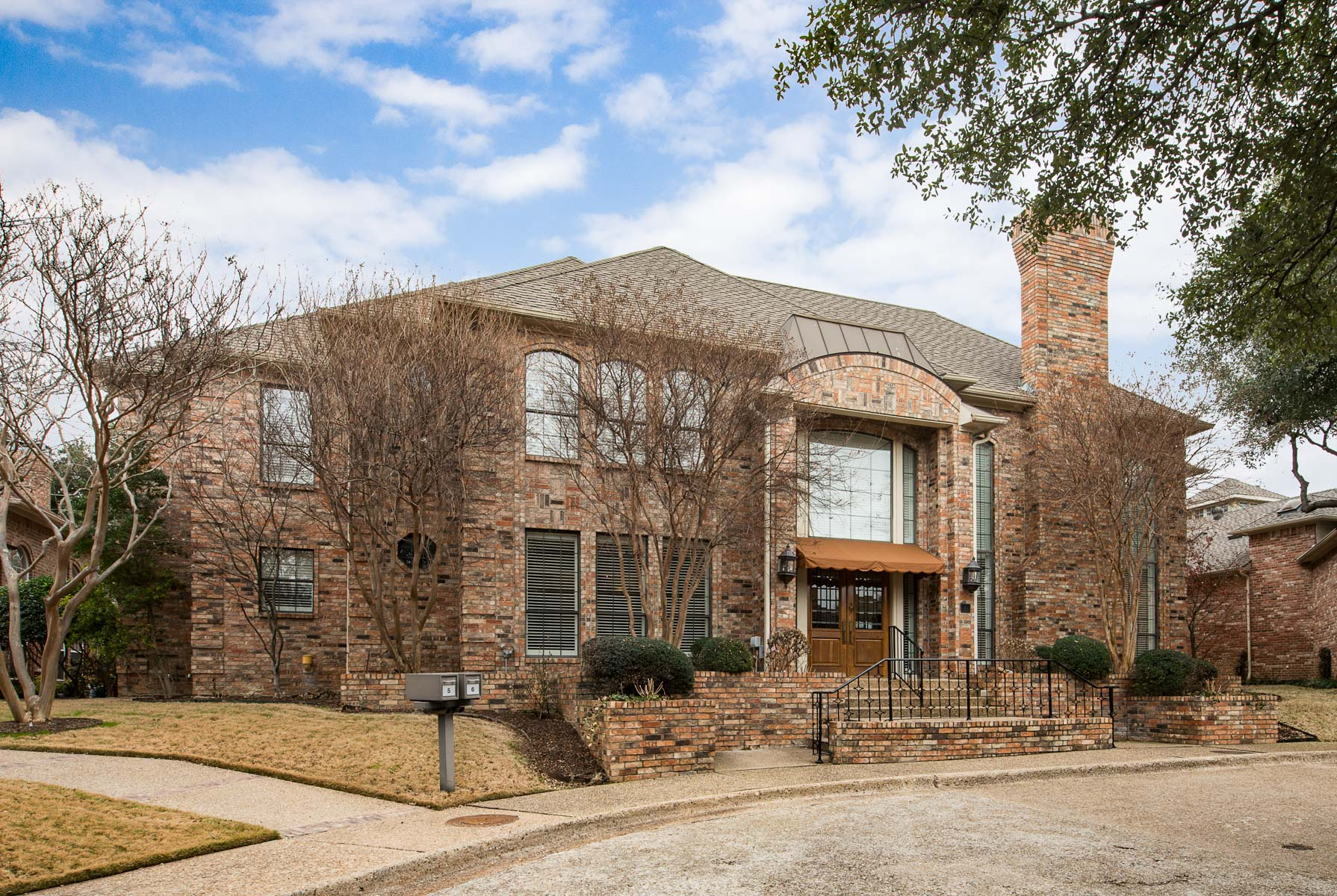 sales property at 6 Glenmeadow Court, DALLAS