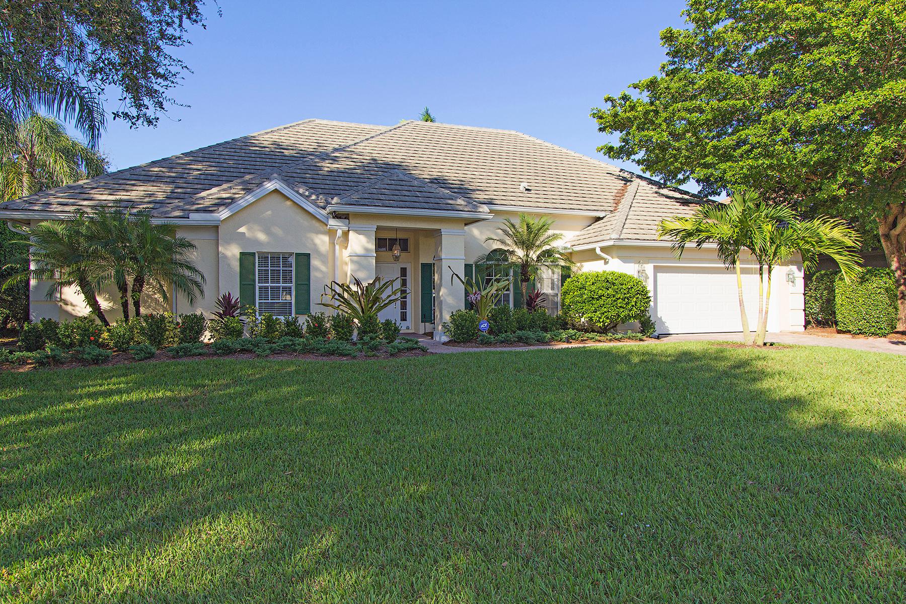 独户住宅 为 销售 在 Pelican Bay 707 Willowwood Ln Naples, 佛罗里达州 34108 美国